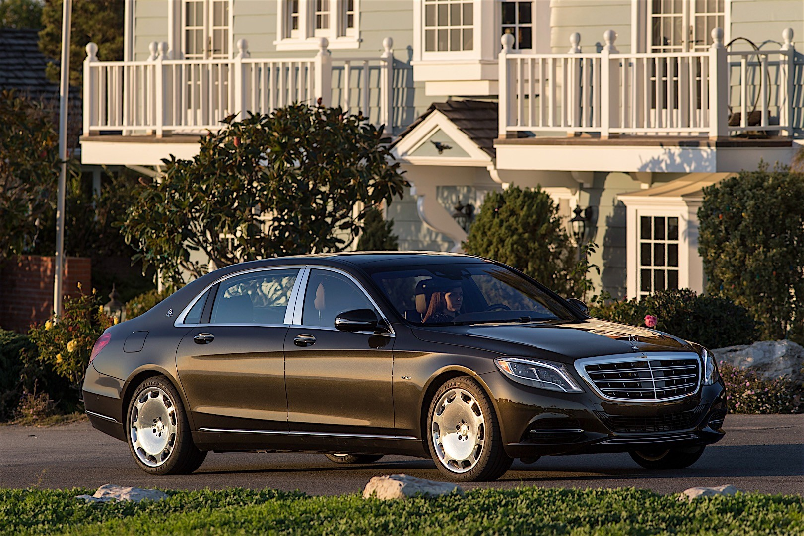 mercedes benz s class maybach x222 2015 2016 autoevolution. Black Bedroom Furniture Sets. Home Design Ideas