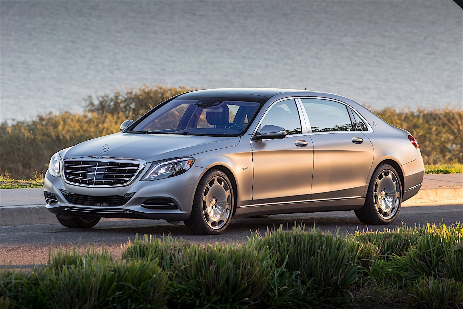 mercedes benz s class maybach x222 specs 2015 2016 2017 2018 autoevolution. Black Bedroom Furniture Sets. Home Design Ideas