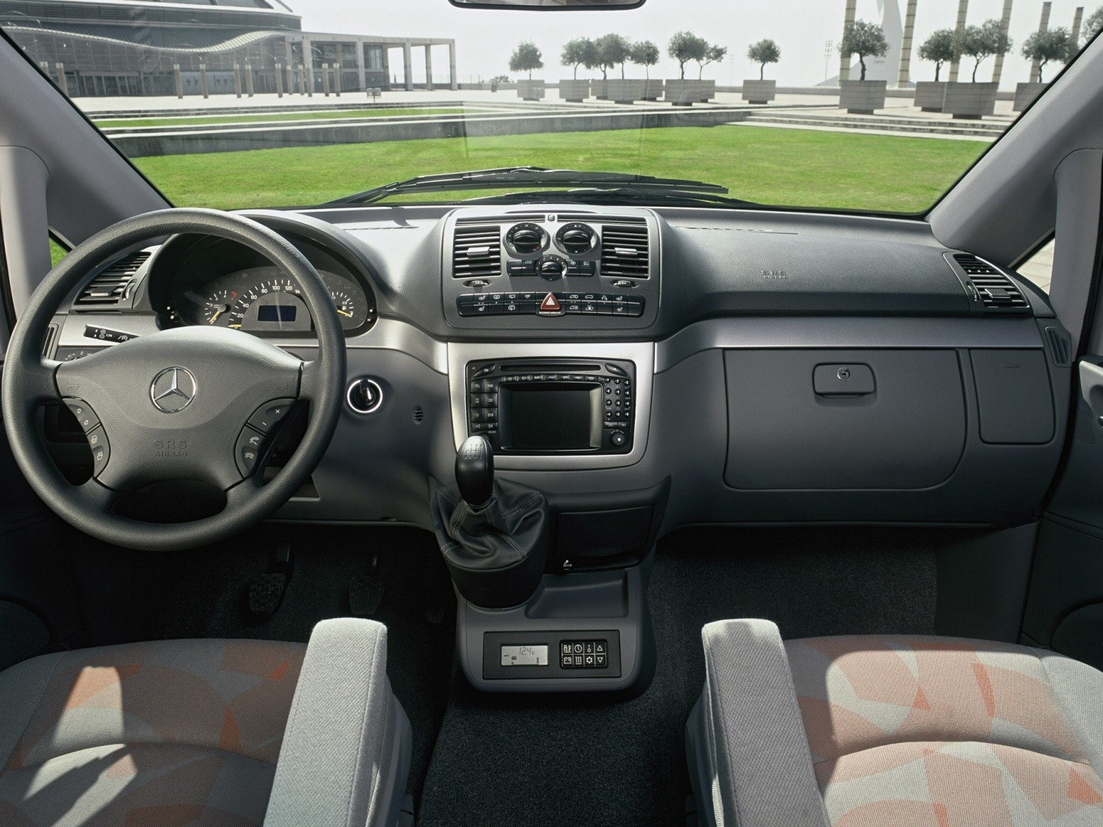Mercedes benz viano specs 2010 2011 2012 2013 2014 for Cdi interior design
