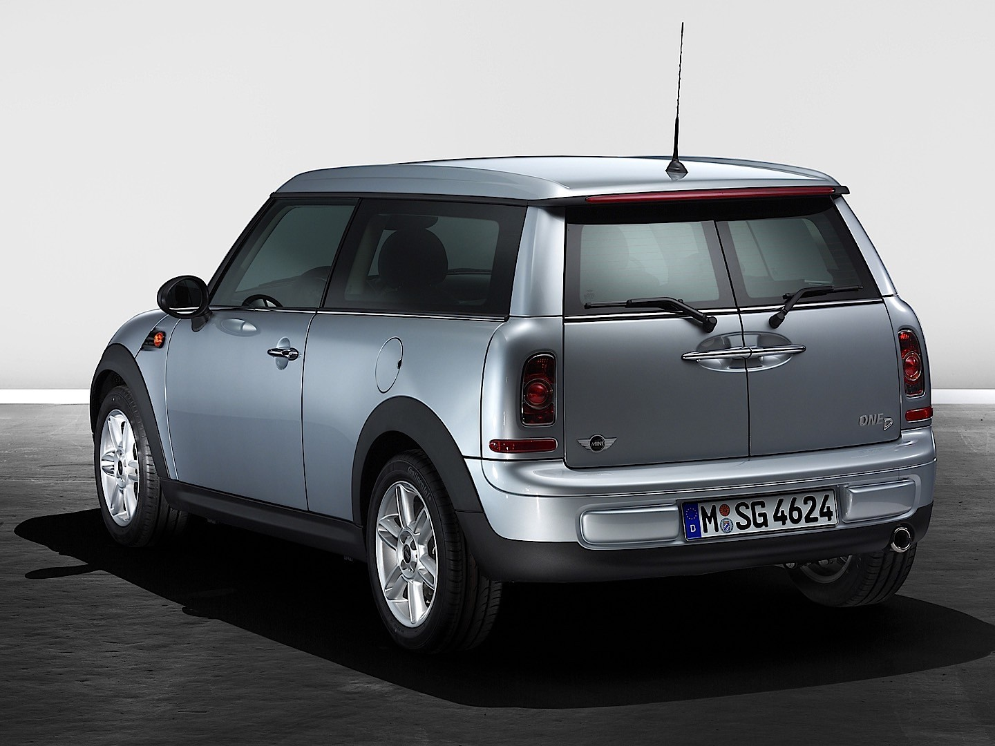 mini clubman specs 2007 2008 2009 2010 2011 2012 2013 2014 2015 autoevolution. Black Bedroom Furniture Sets. Home Design Ideas