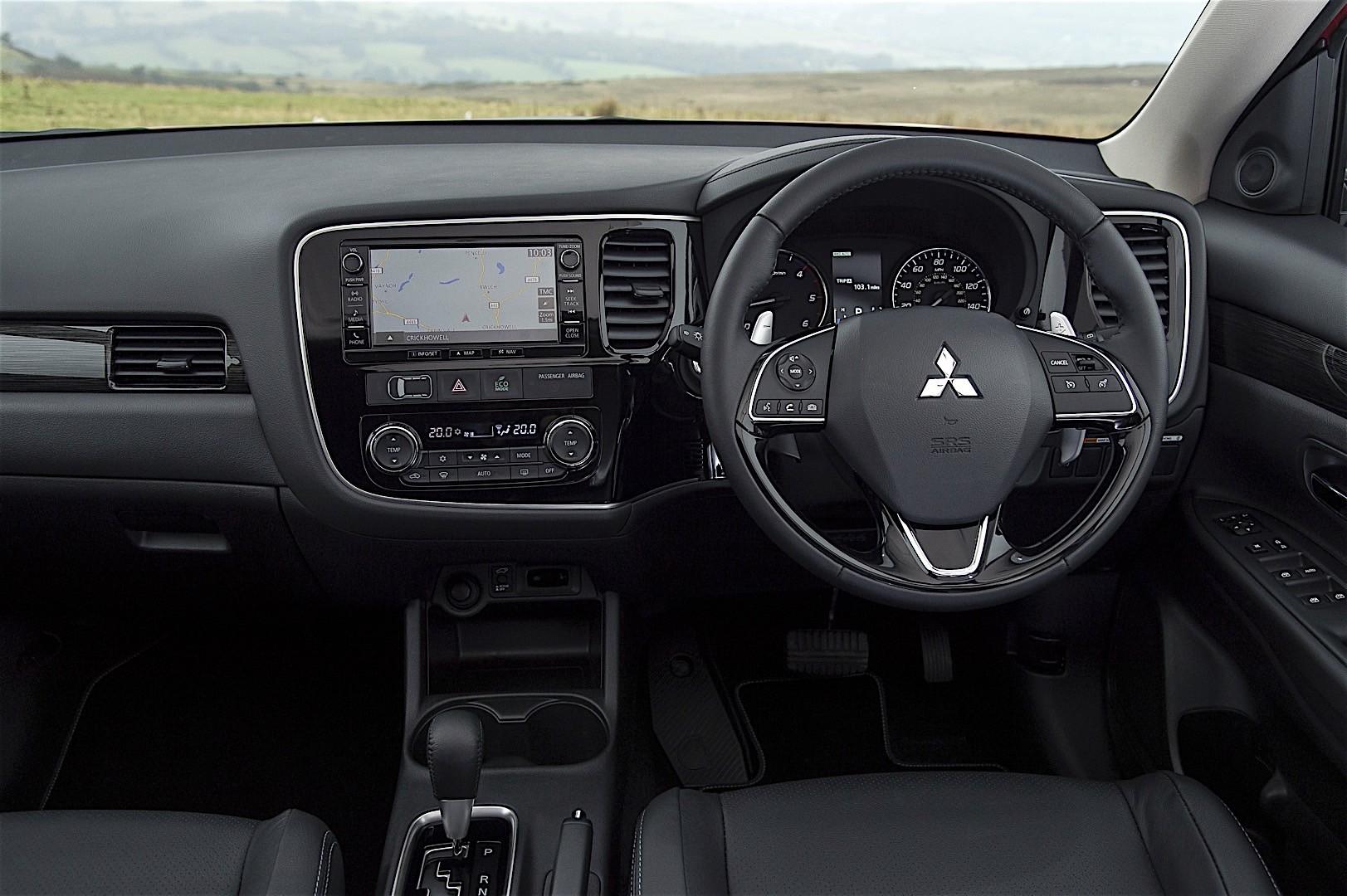 Mitsubishi outlander specs 2016 2017 2018 autoevolution for Mitsubishi outlander interior