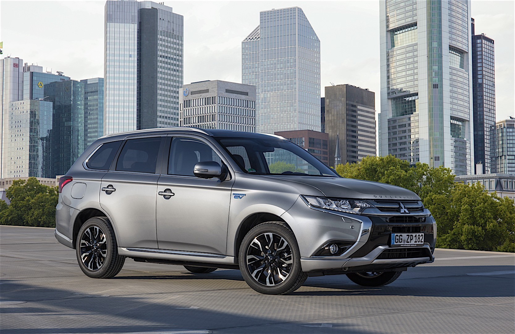 mitsubishi outlander phev specs 2016 2017 2018 autoevolution. Black Bedroom Furniture Sets. Home Design Ideas