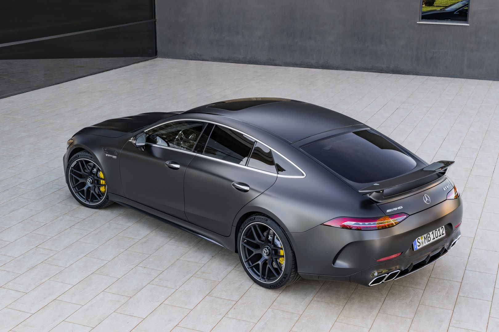 mercedes amg gt 63 4matic x290 specs photos 2018 autoevolution. Black Bedroom Furniture Sets. Home Design Ideas
