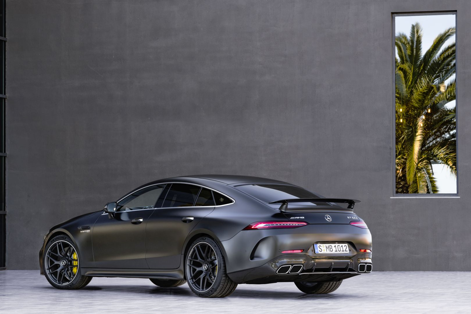 mercedes amg gt 63 4matic x290 specs photos 2018 2019 autoevolution. Black Bedroom Furniture Sets. Home Design Ideas