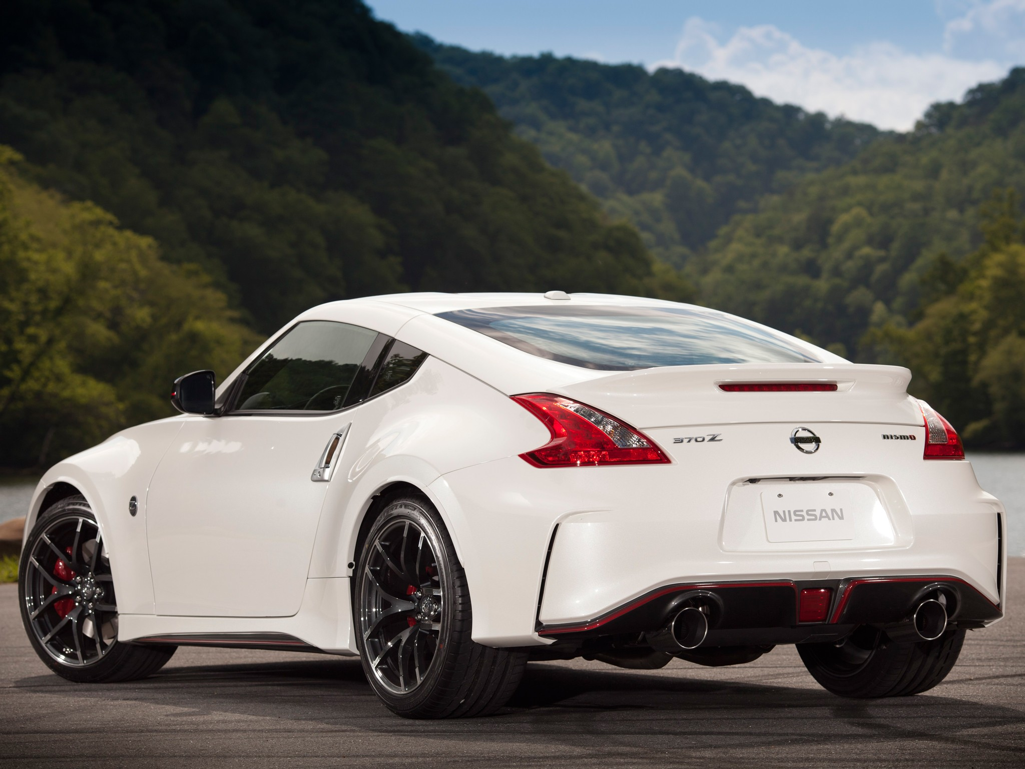 nissan 370z nismo specs photos 2014 2015 2016 2017. Black Bedroom Furniture Sets. Home Design Ideas