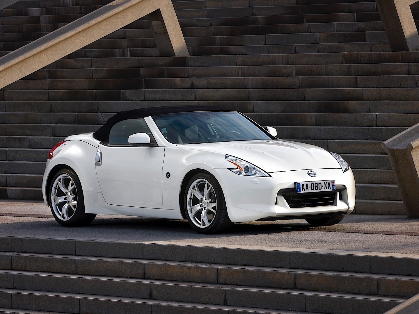 nissan 370z roadster specs 2009 2010 2011 2012 autoevolution. Black Bedroom Furniture Sets. Home Design Ideas