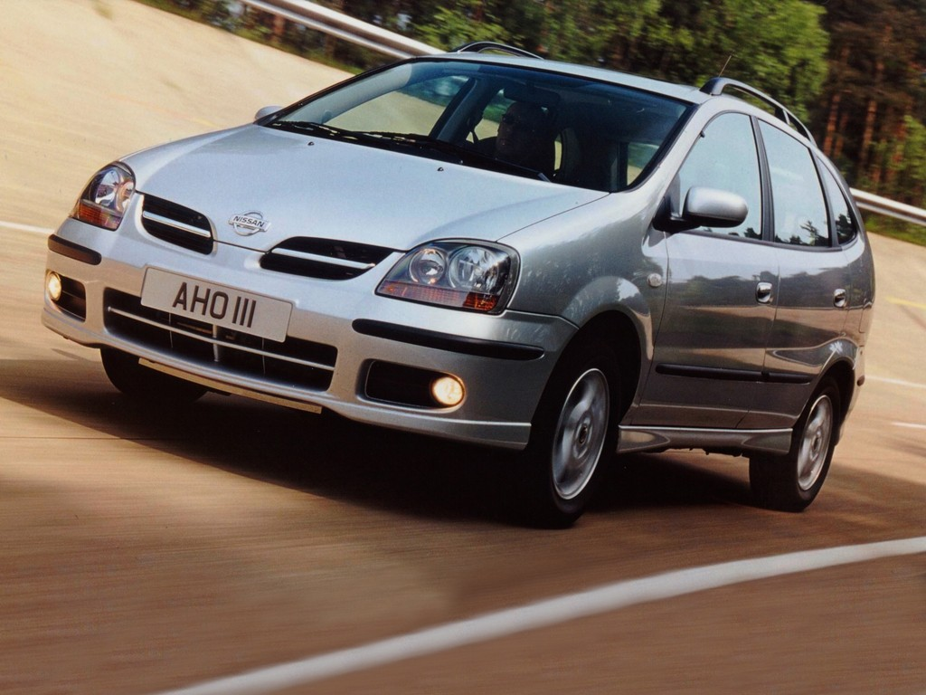 Nissan Almera Tino on diesel switch engine