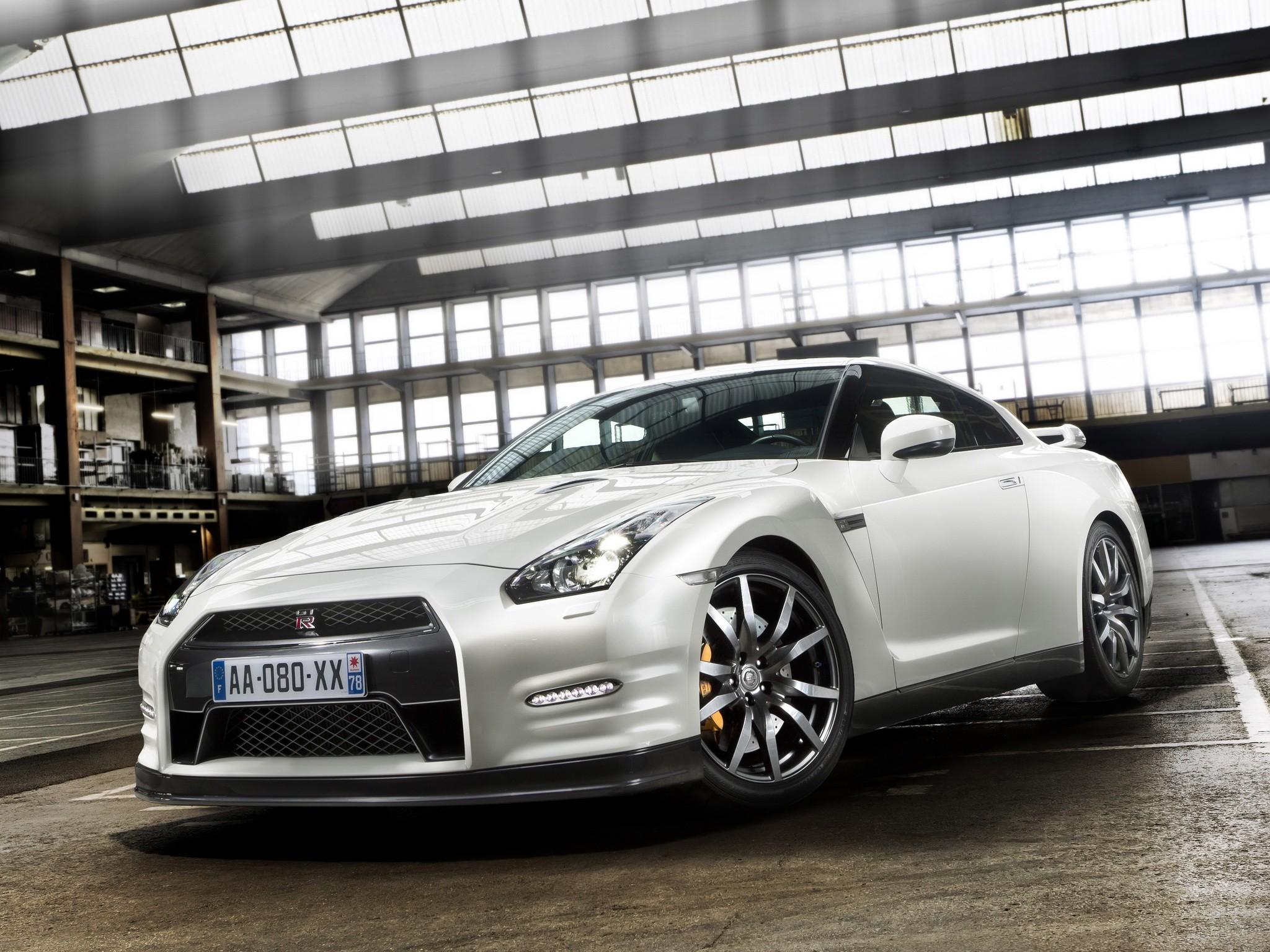 NISSAN GT-R (R35) - Facelift specs & photos - 2011, 2012 ...