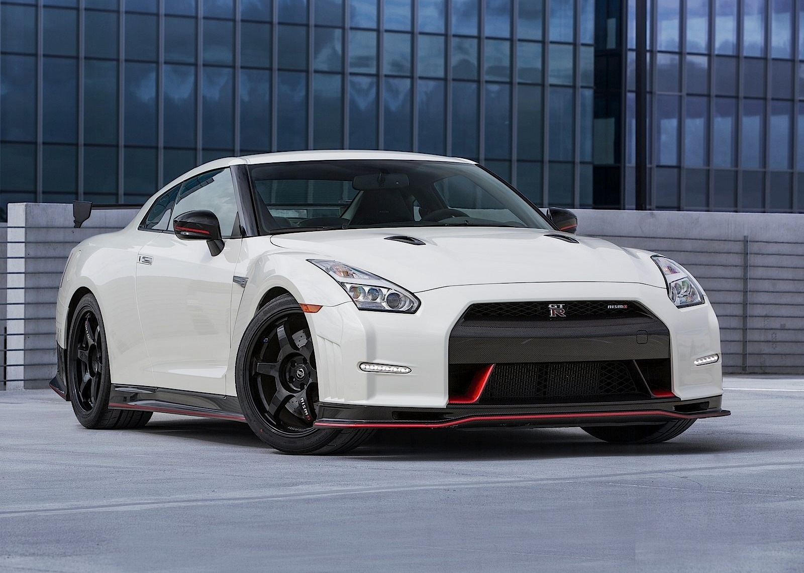 nissan gt r r35 nismo specs 2014 2015 2016 2017 2018 autoevolution. Black Bedroom Furniture Sets. Home Design Ideas