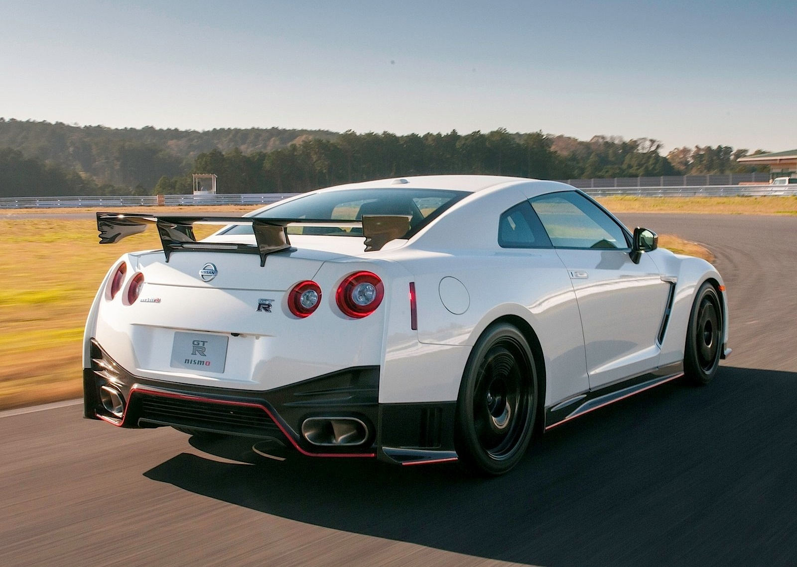 nissan gt r r35 nismo specs photos 2014 2015 2016 2017 2018 autoevolution. Black Bedroom Furniture Sets. Home Design Ideas