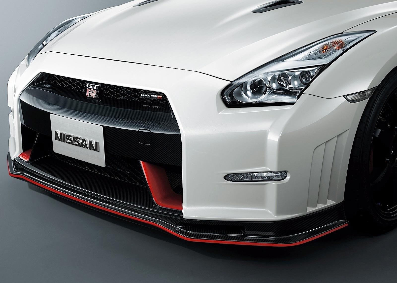 Nissan Gt R R35 Nismo Specs Amp Photos 2014 2015 2016