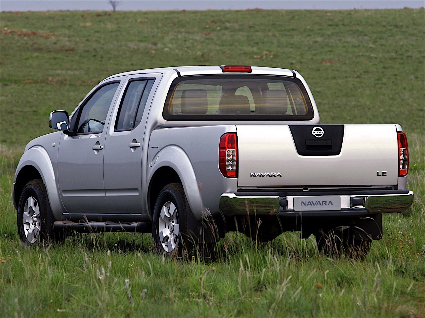 nissan navara frontier double cab specs photos 2005 2006 2007 2008 2009 2010 2011. Black Bedroom Furniture Sets. Home Design Ideas