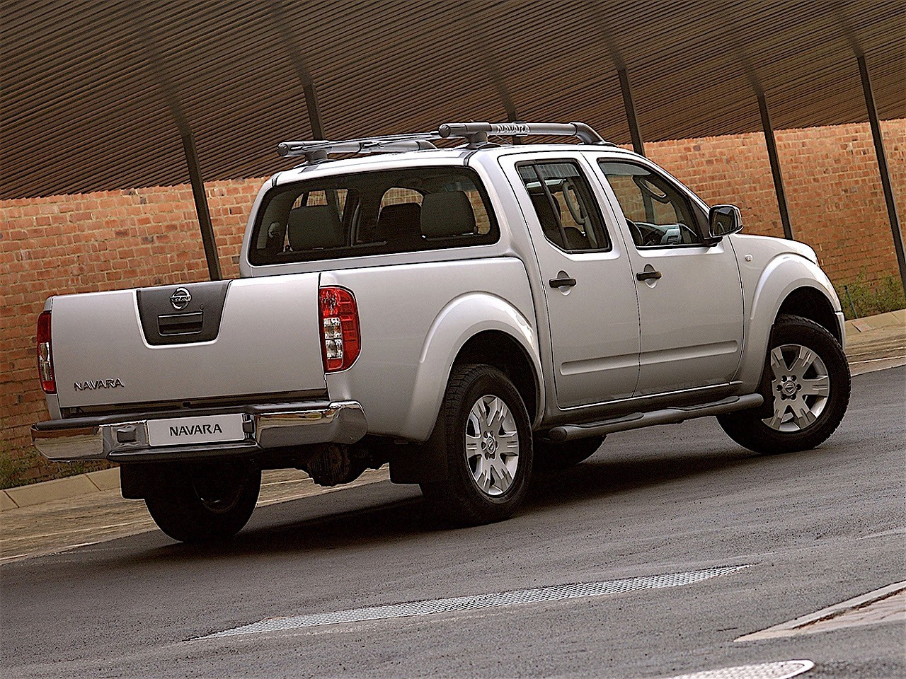 nissan navara frontier double cab 2005 2006 2007. Black Bedroom Furniture Sets. Home Design Ideas
