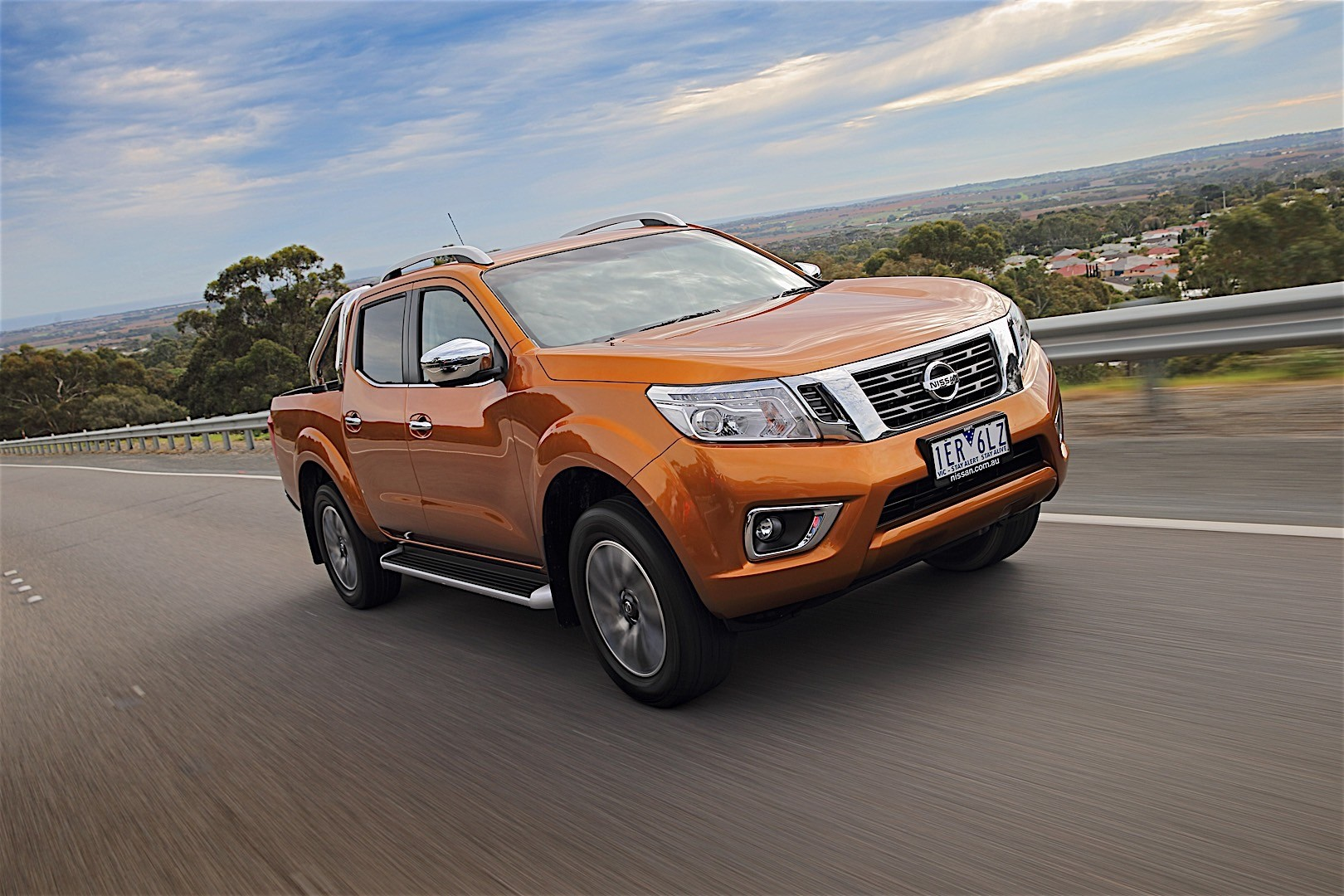 nissan navara np300 double cab specs 2015 2016 2017 2018 autoevolution. Black Bedroom Furniture Sets. Home Design Ideas