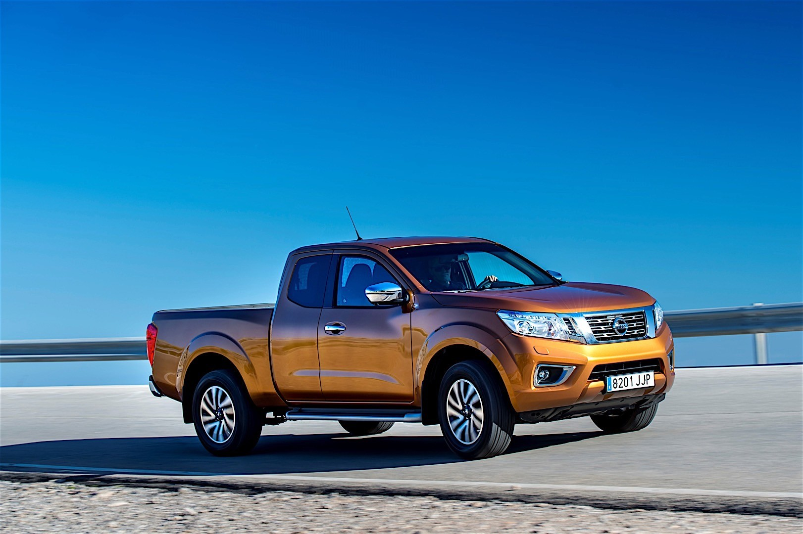 nissan navara np300 king cab specs 2015 2016 2017 2018 autoevolution. Black Bedroom Furniture Sets. Home Design Ideas