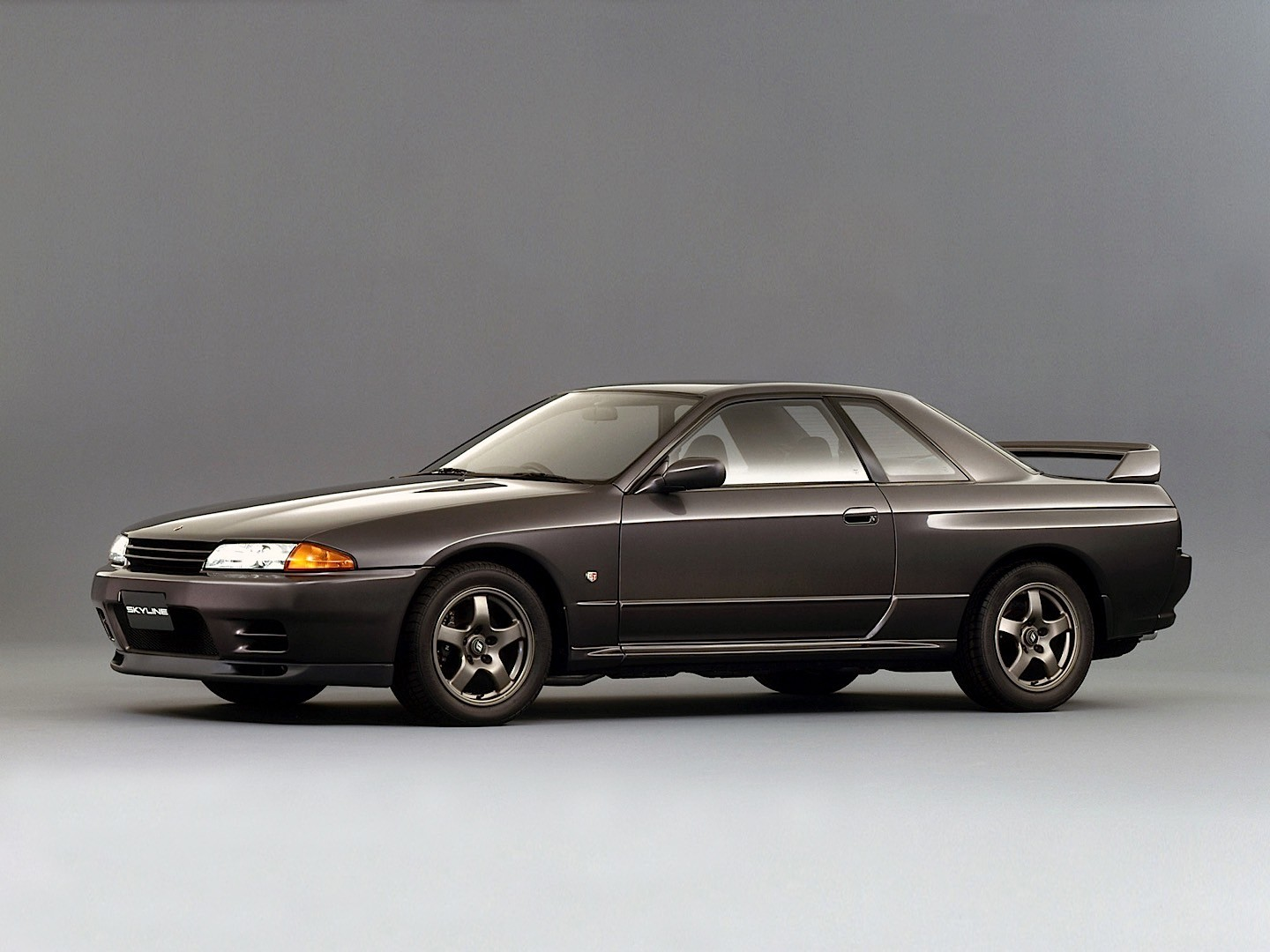 nissan skyline gt r r32 specs 1989 1990 1991 1992 1993 1994 autoevolution. Black Bedroom Furniture Sets. Home Design Ideas