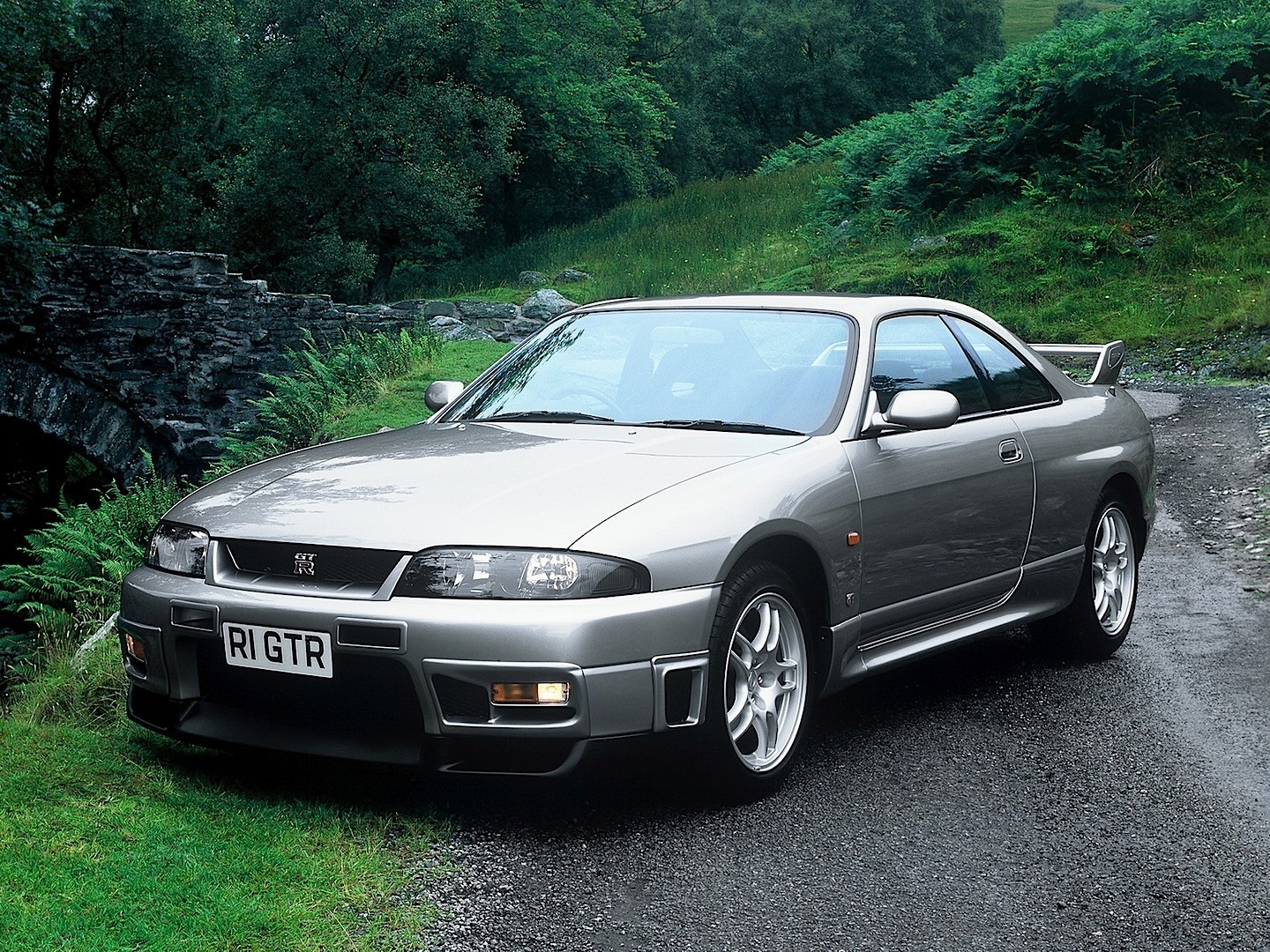 nissan skyline gt r v spec r33 1995 1996 1997 1998 autoevolution. Black Bedroom Furniture Sets. Home Design Ideas