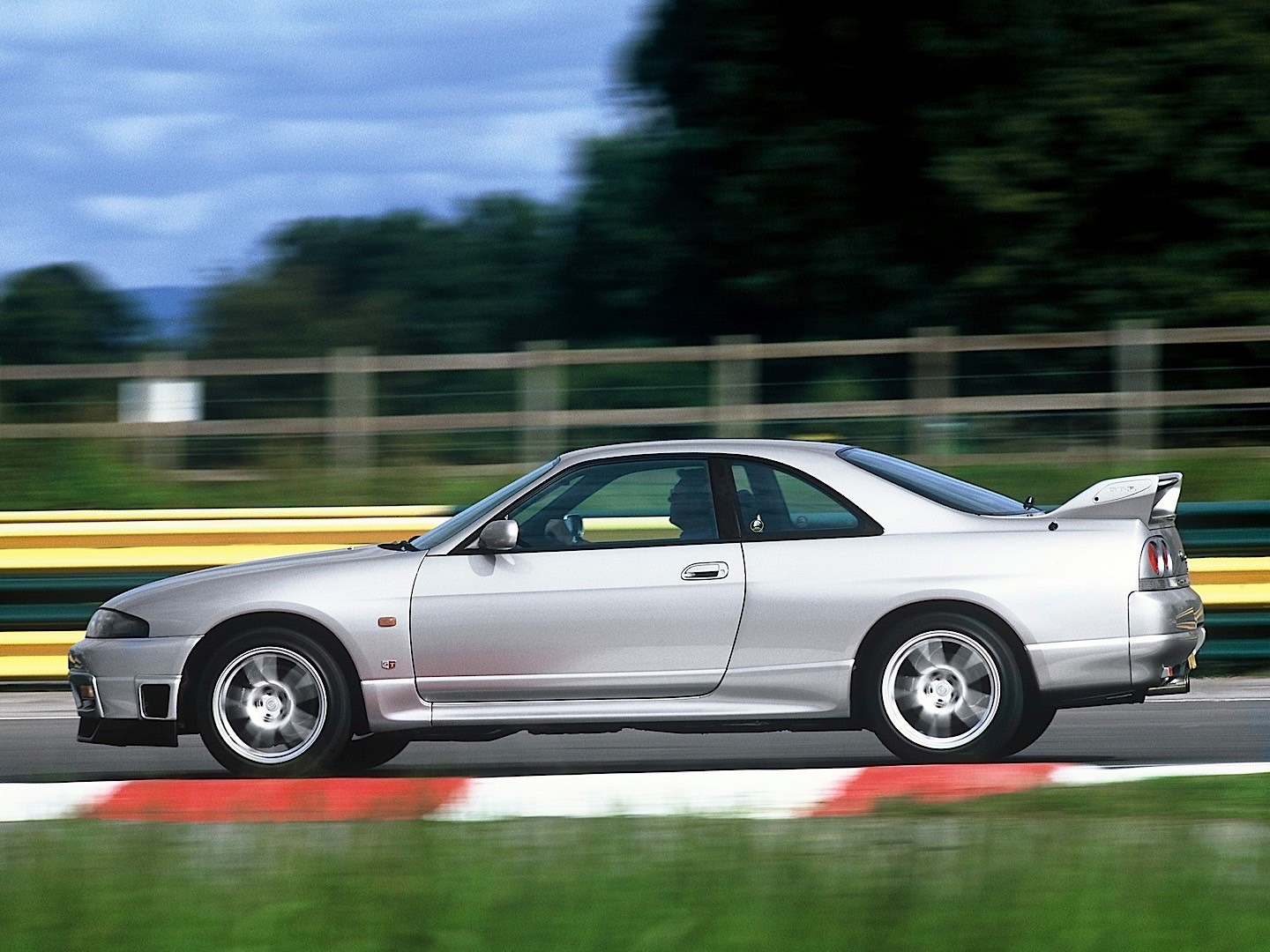 Alpha Auto Sales >> NISSAN Skyline GT-R V-Spec (R33) specs & photos - 1995, 1996, 1997, 1998 - autoevolution