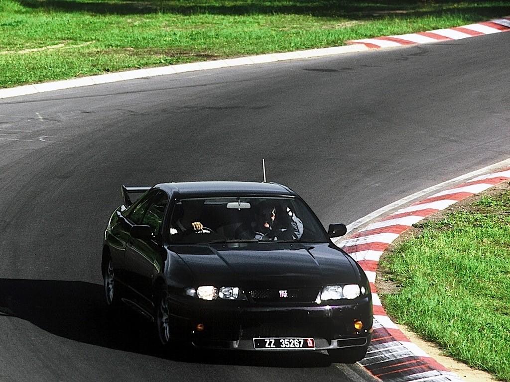 NISSAN Skyline GT-R V-Spec (R33) specs & photos - 1995 ...