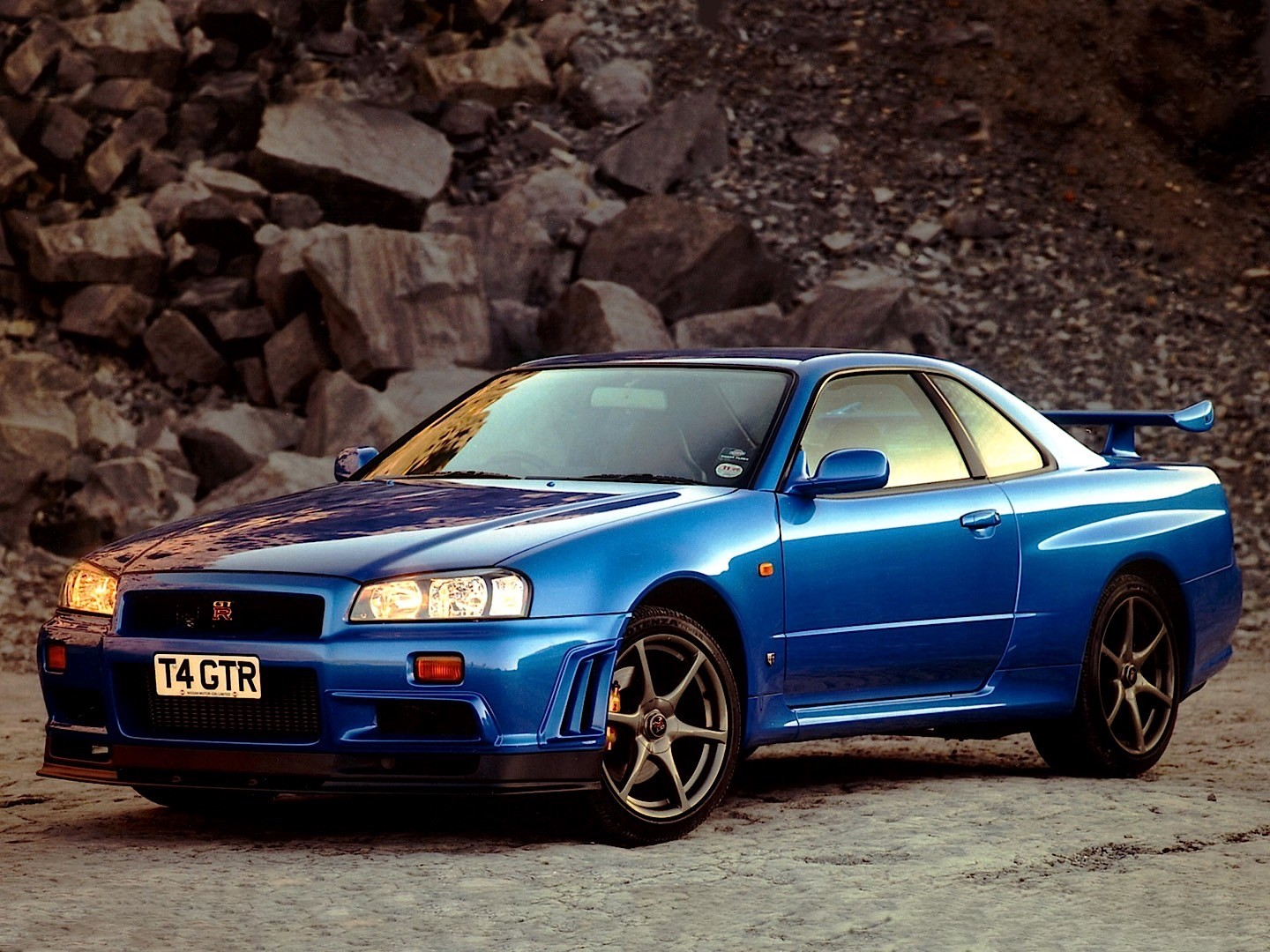 Nissan Skyline Gt R V Spec R34 Specs Photos 1999 2000 2001 2002 Autoevolution