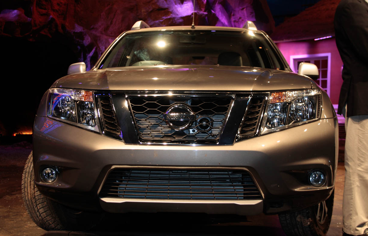 NISSAN Terrano specs & photos - 2013, 2014, 2015, 2016 ...