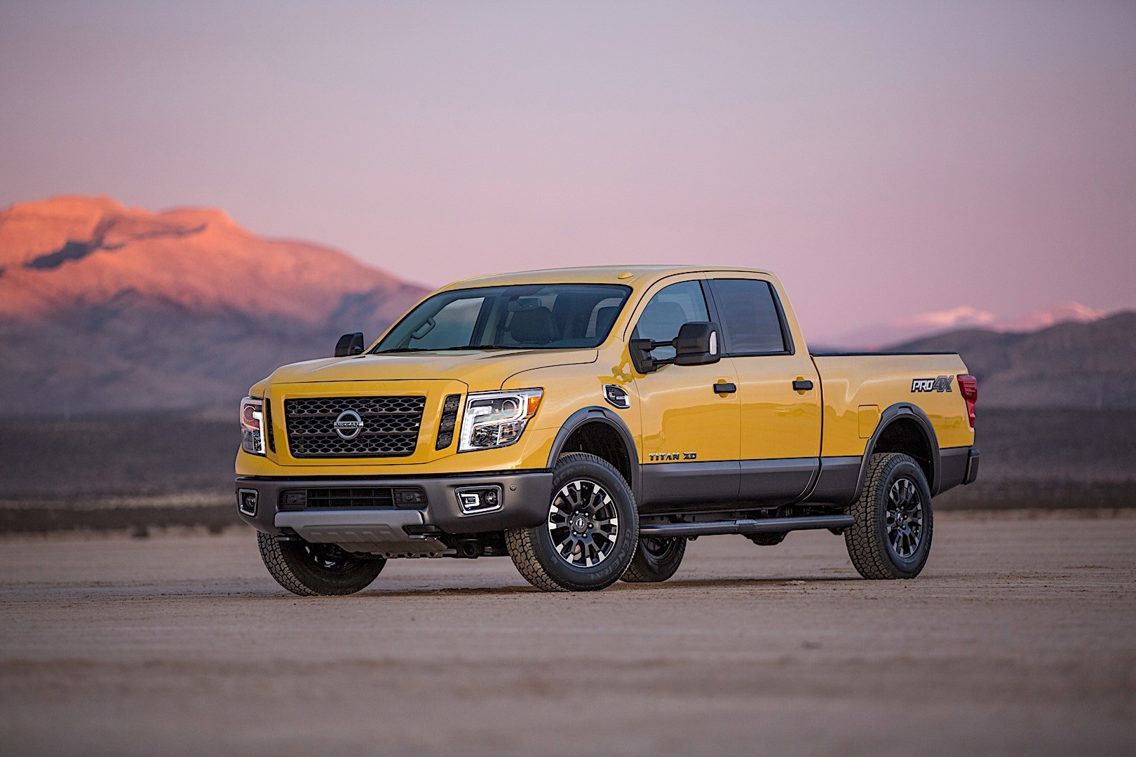 nissan titan xd crew cab specs 2015 2016 2017 2018 autoevolution. Black Bedroom Furniture Sets. Home Design Ideas