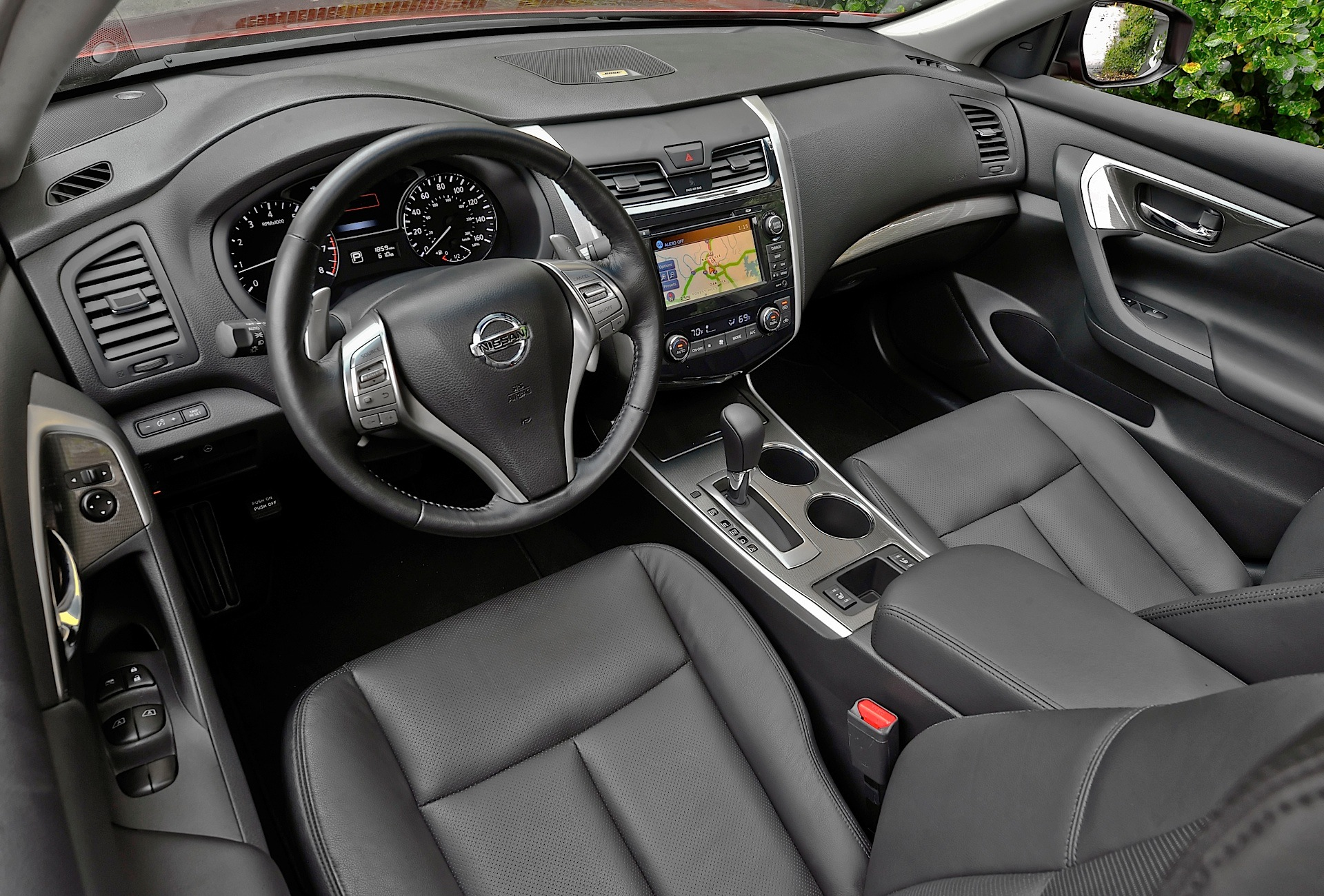 Superb ... NISSAN Altima Coupe (2012   Present) ...