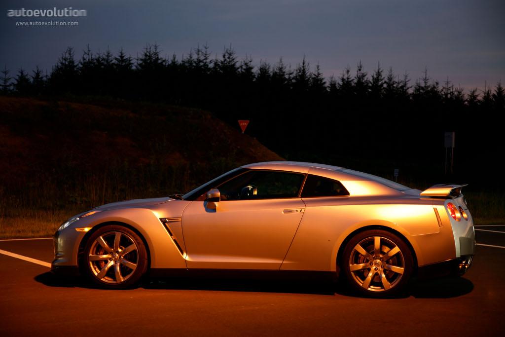 NISSAN GT-R (R35) specs & photos - 2007, 2008, 2009, 2010 ...