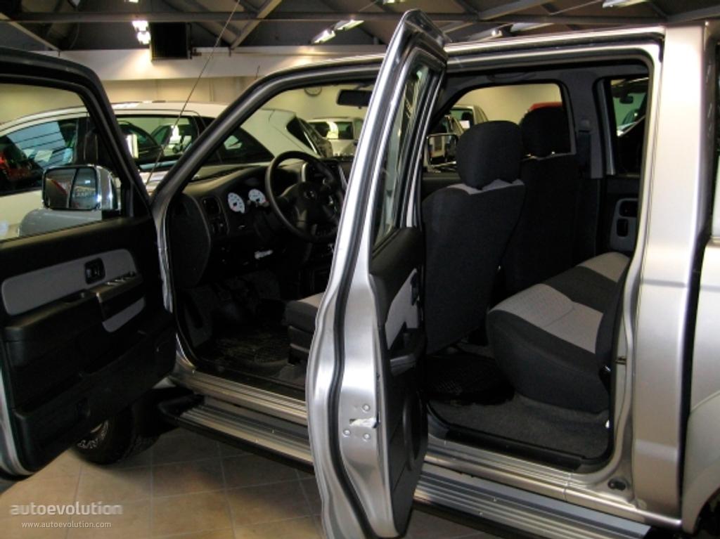 Nissan Np300 Pickup Double Cab Specs 2008 2009 2010 2011 2012 2013 2014 Autoevolution
