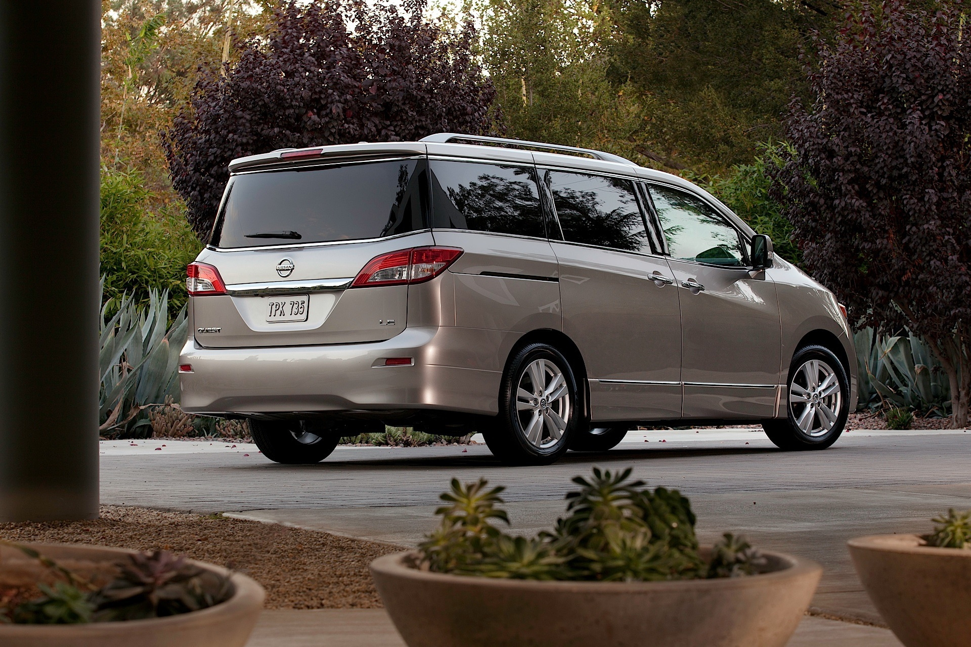 NISSAN Quest specs & photos - 2011, 2012, 2013, 2014, 2015 ...