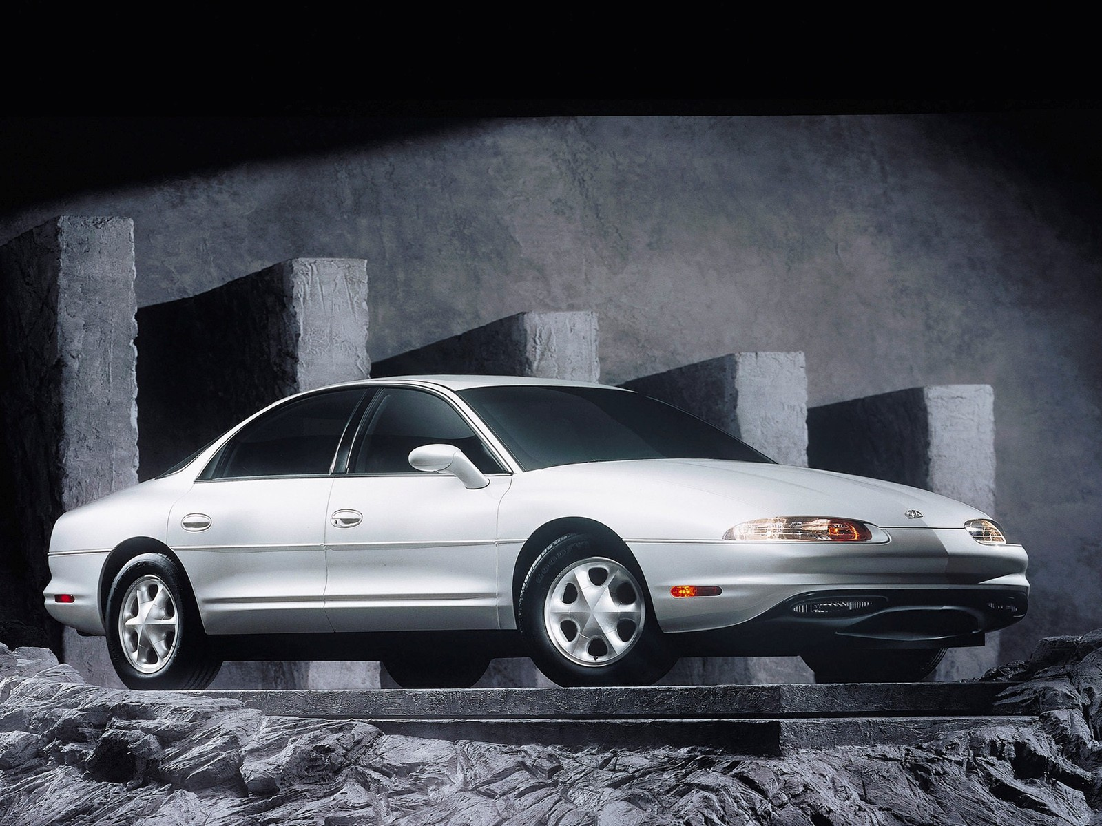 Oldsmobile Aurora Specs Amp Photos 1994 1995 1996 1997