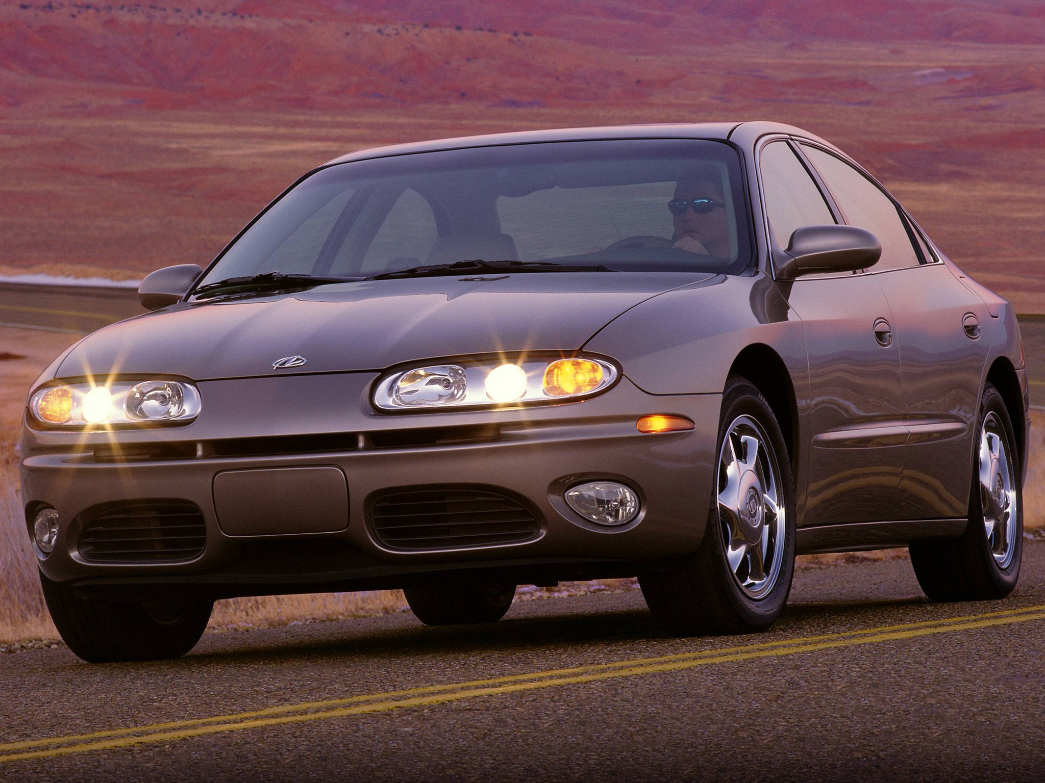 OLDSMOBILE Aurora specs & photos - 2000, 2001, 2002, 2003
