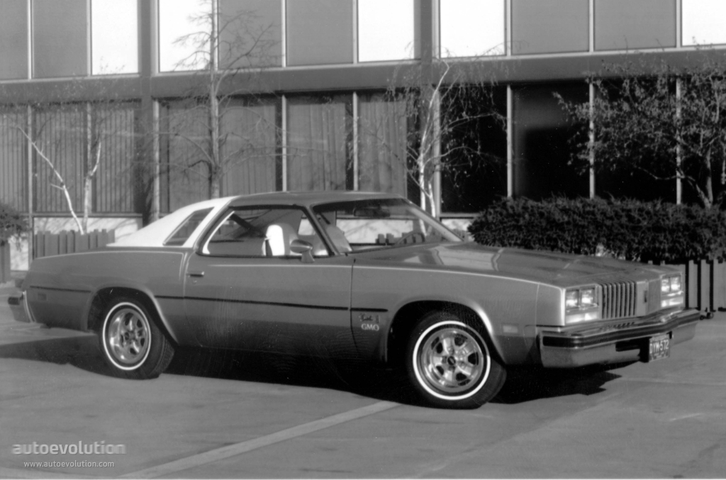 Oldsmobile cutlass s specs 1975 autoevolution for 1976 cutlass salon for sale