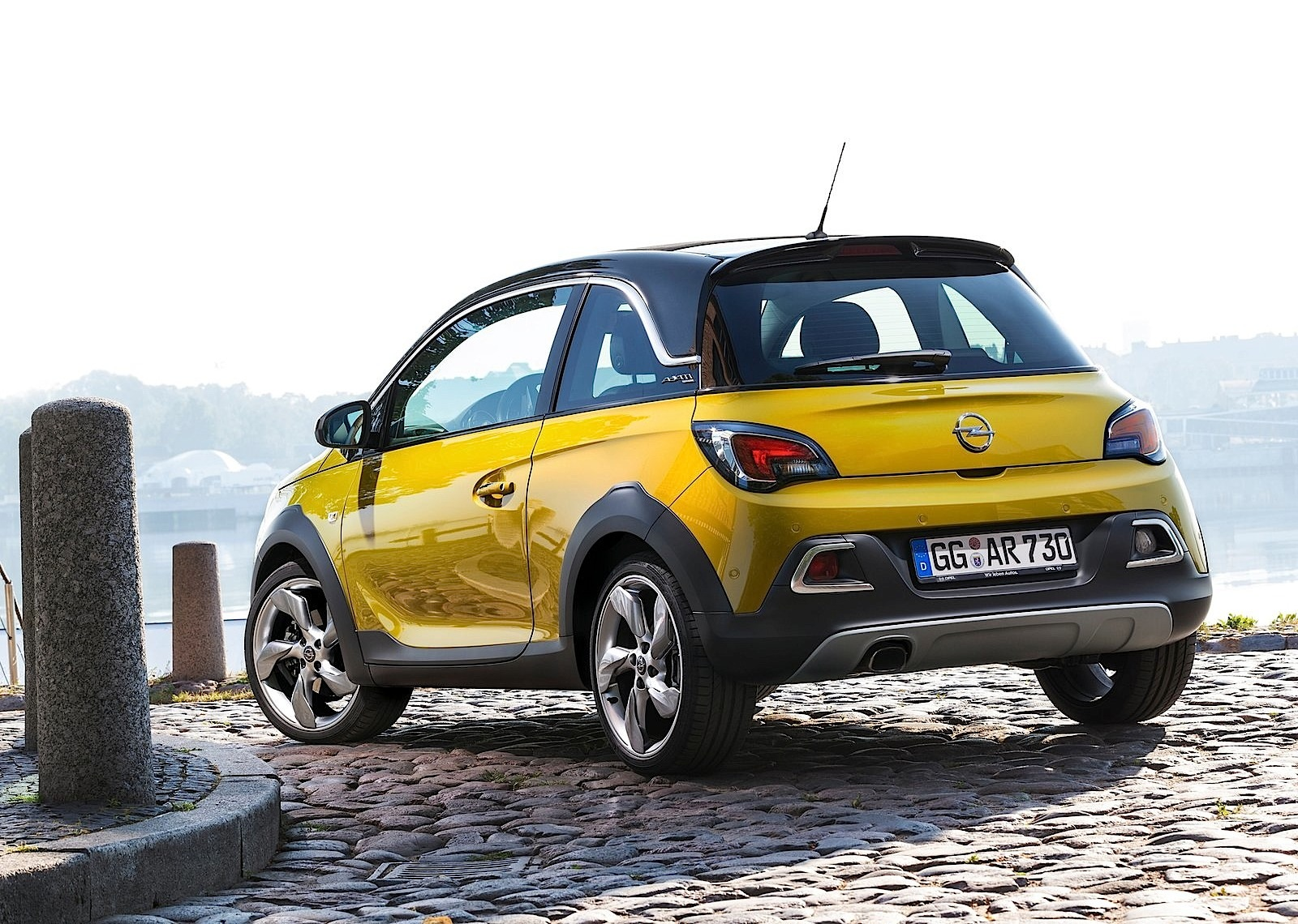 opel adam rocks specs 2014 2015 2016 2017 2018 autoevolution. Black Bedroom Furniture Sets. Home Design Ideas