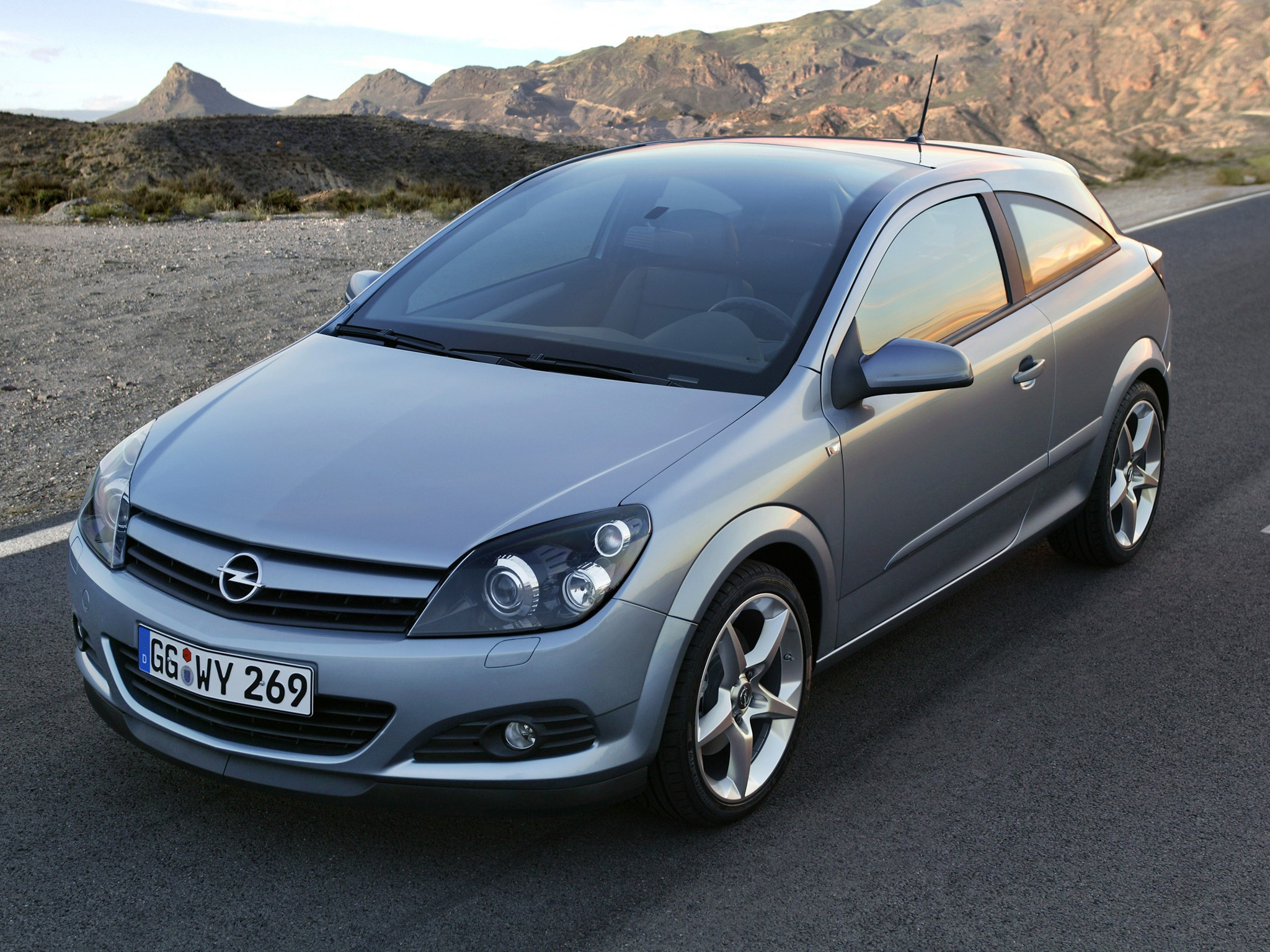 opel astra 3 doors gtc specs 2005 2006 2007 2008 2009 autoevolution. Black Bedroom Furniture Sets. Home Design Ideas