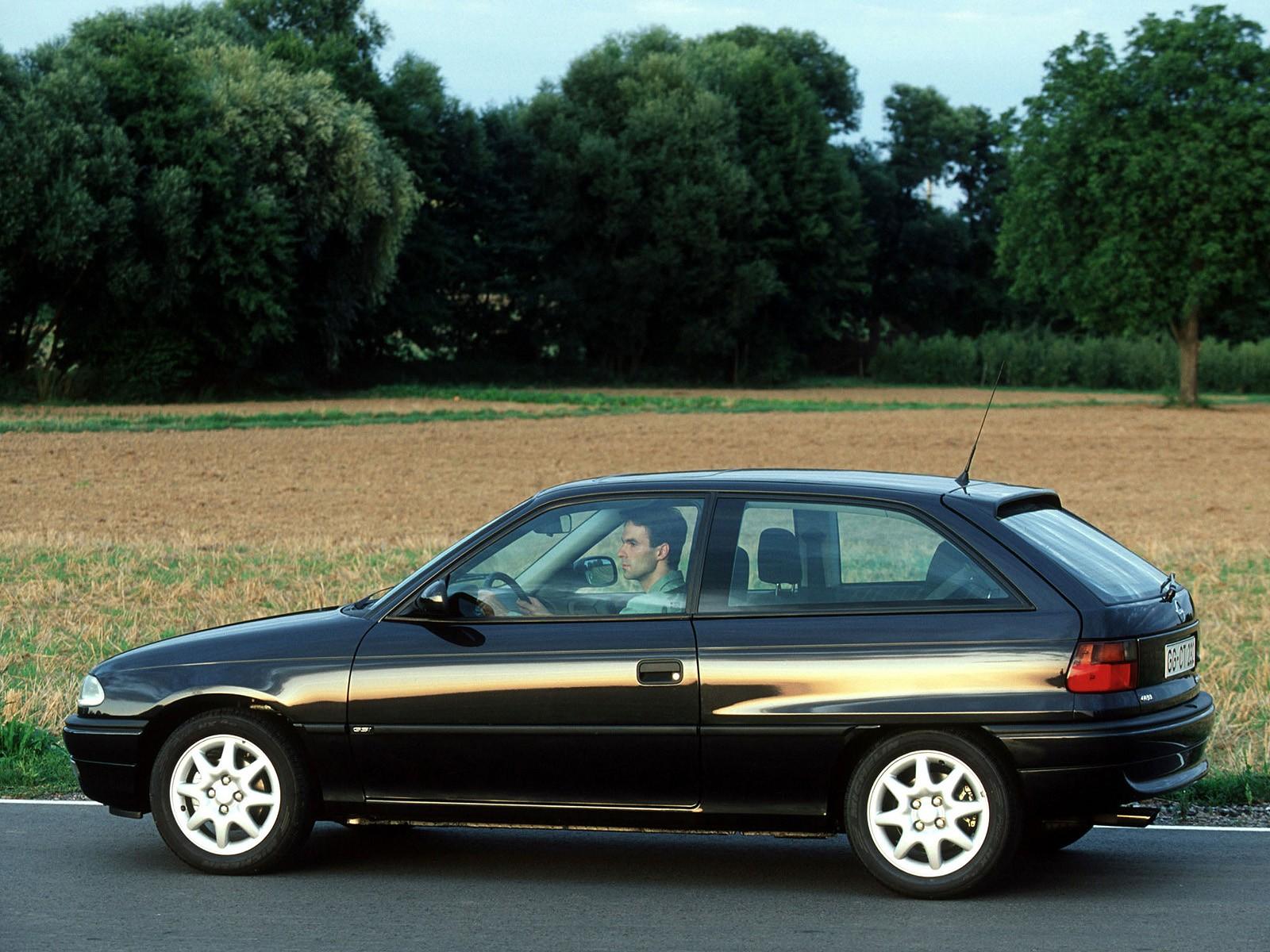 opel astra 3 doors 1991 1992 1993 1994 autoevolution. Black Bedroom Furniture Sets. Home Design Ideas
