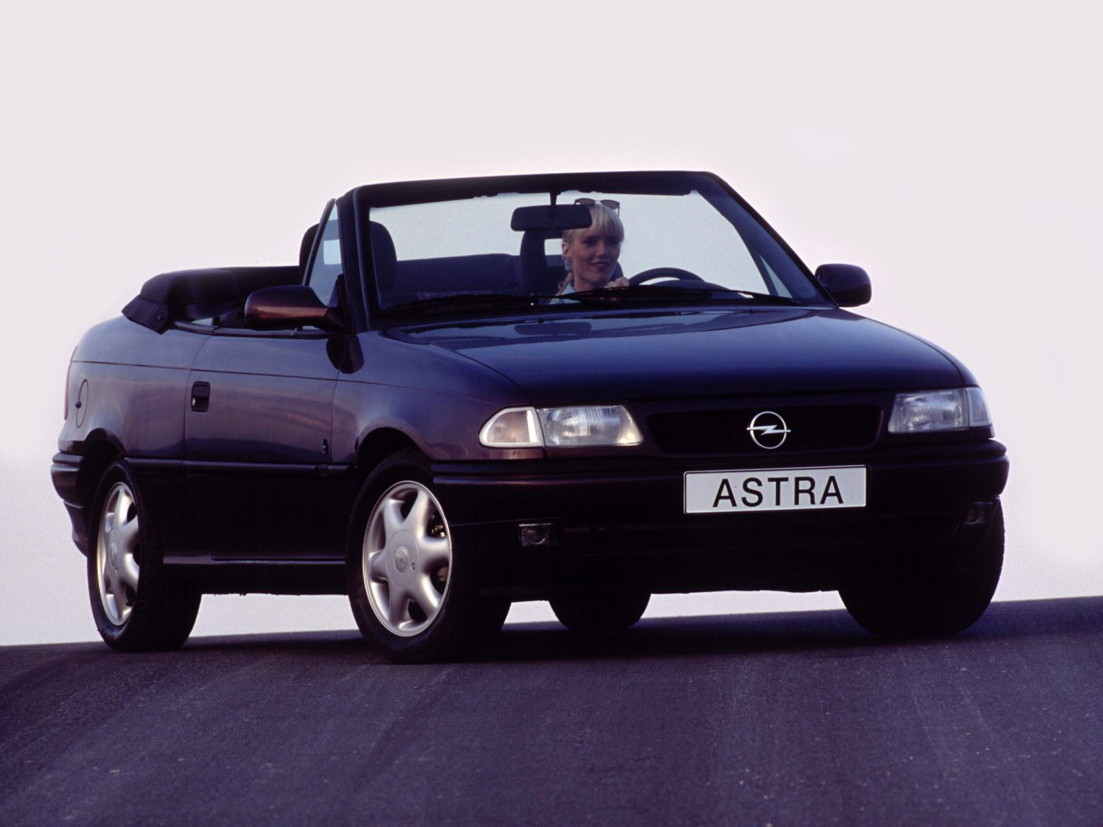 opel astra cabriolet specs photos 1995 1996 1997. Black Bedroom Furniture Sets. Home Design Ideas