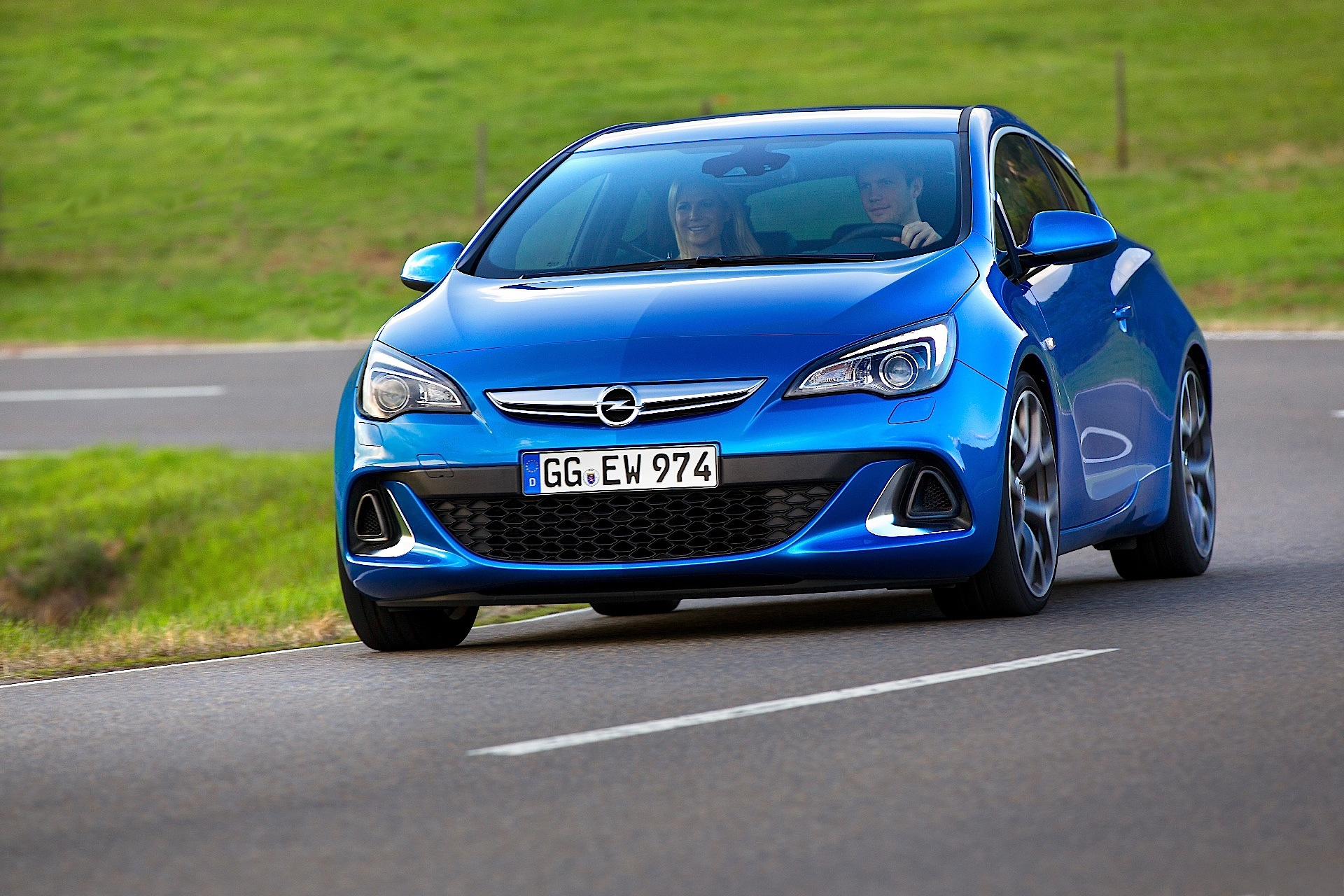 Opel Astra Opc Specs Amp Photos 2013 2014 2015 2016