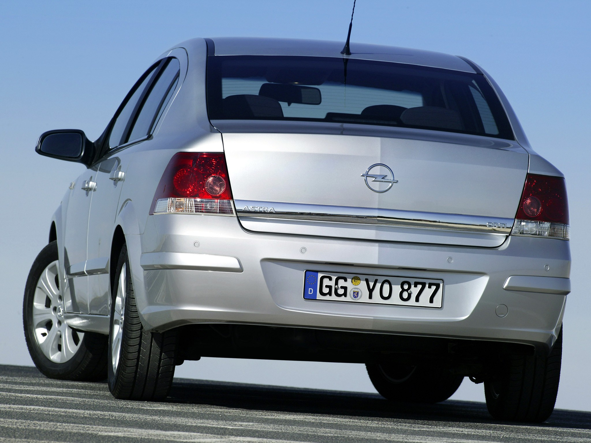 Opel Astra Sedan 2007 2008 2009 Autoevolution