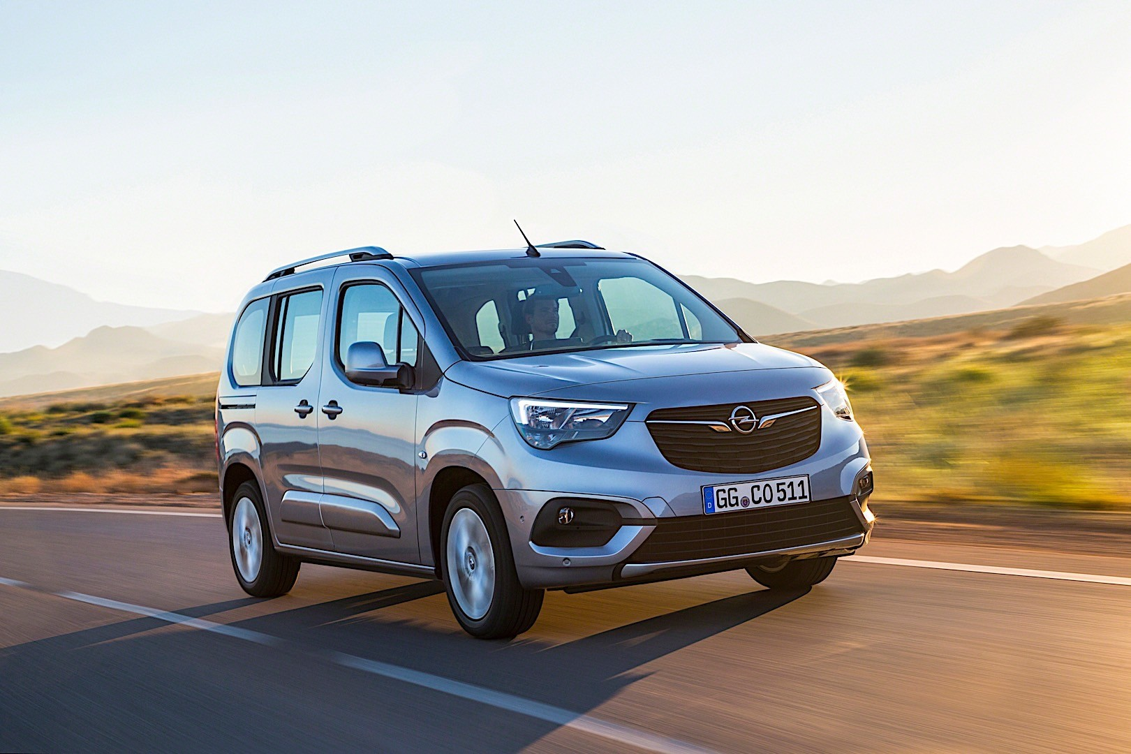 opel combo life specs 2018 autoevolution. Black Bedroom Furniture Sets. Home Design Ideas