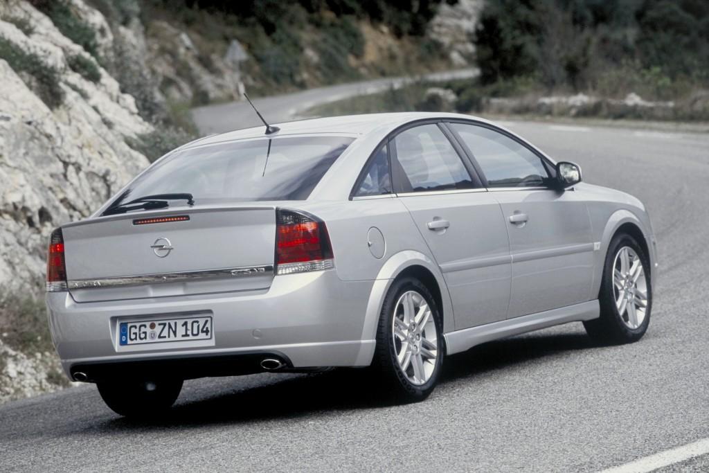 Opel Vectra 2.2 Moottori