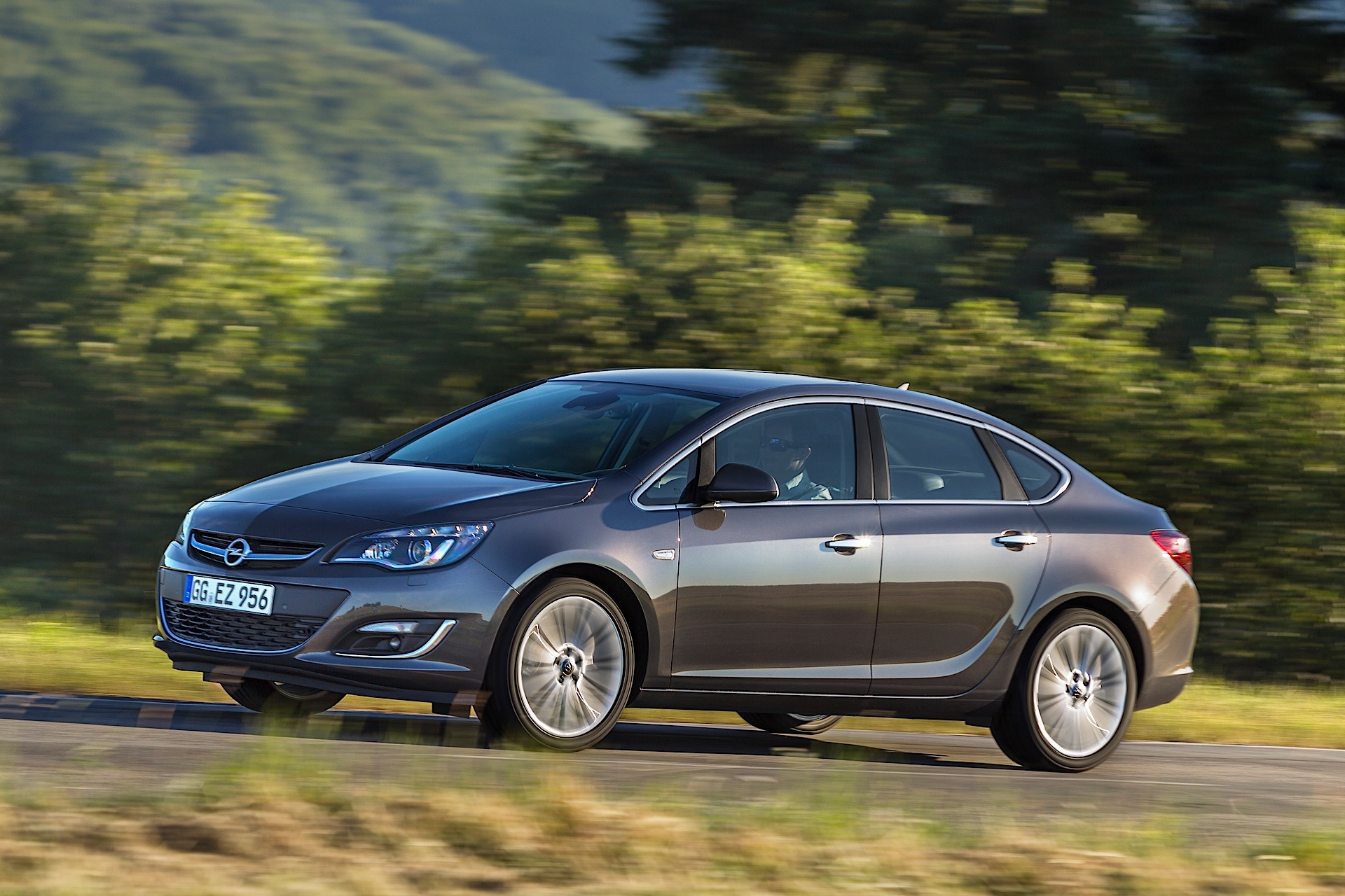 opel astra sport sedan specs 2012 2013 2014 2015 2016 2017 2018 autoevolution. Black Bedroom Furniture Sets. Home Design Ideas