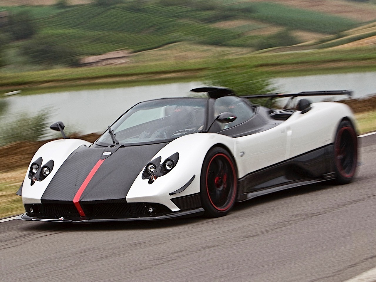 pagani zonda cinque roadster specs photos 2009 2010. Black Bedroom Furniture Sets. Home Design Ideas