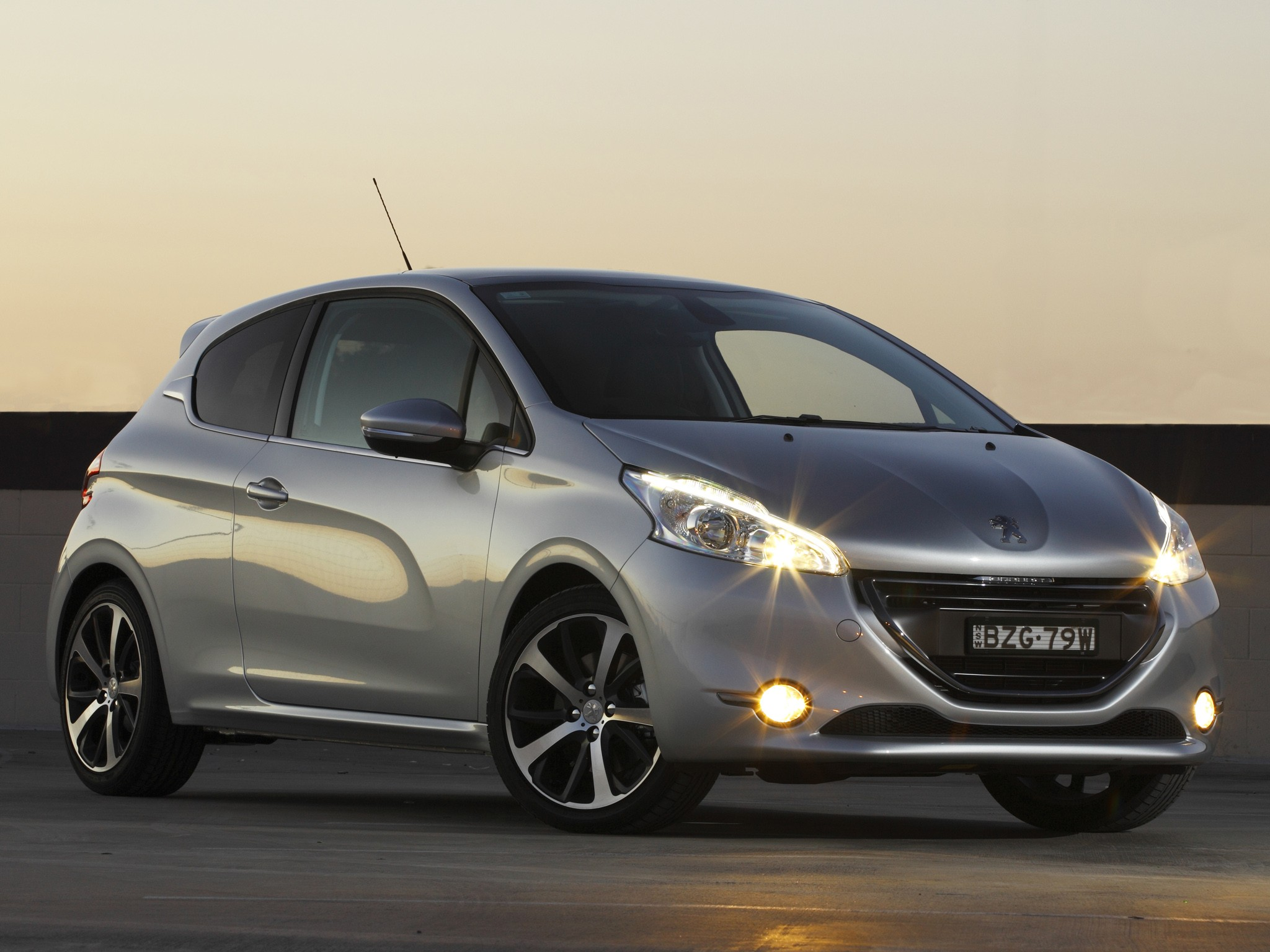 peugeot 208 3 doors specs 2012 2013 2014 2015 2016 2017 2018 autoevolution. Black Bedroom Furniture Sets. Home Design Ideas