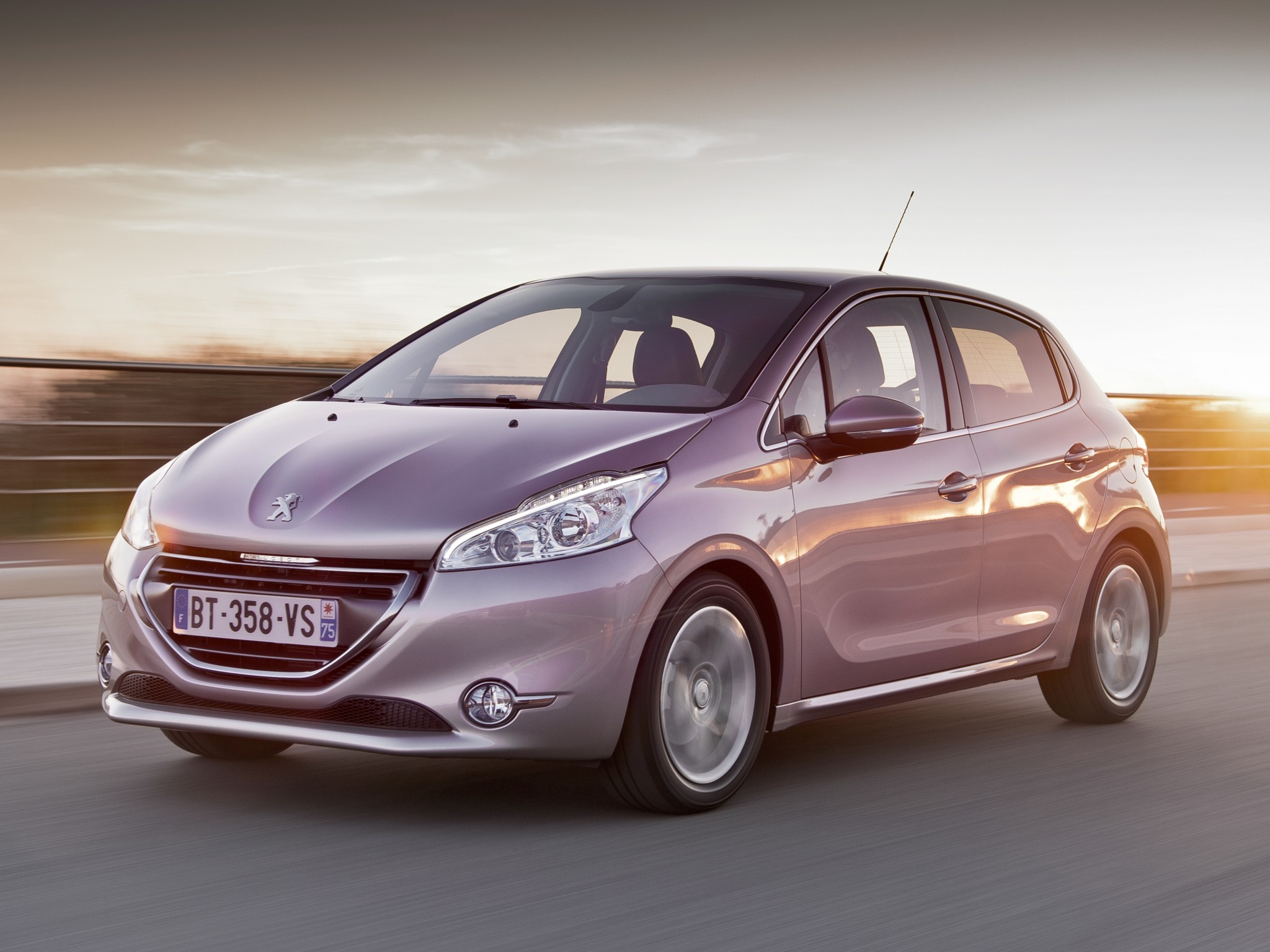 PEUGEOT 208 5 Doors Specs & Photos