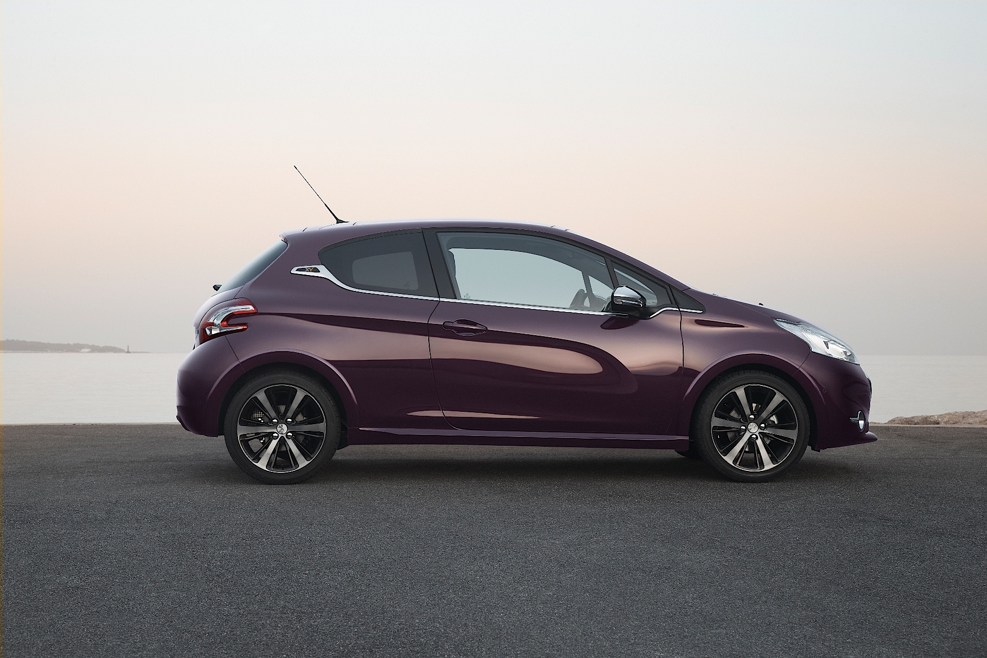 Peugeot 208 Xy Specs Amp Photos 2013 2014 2015 2016