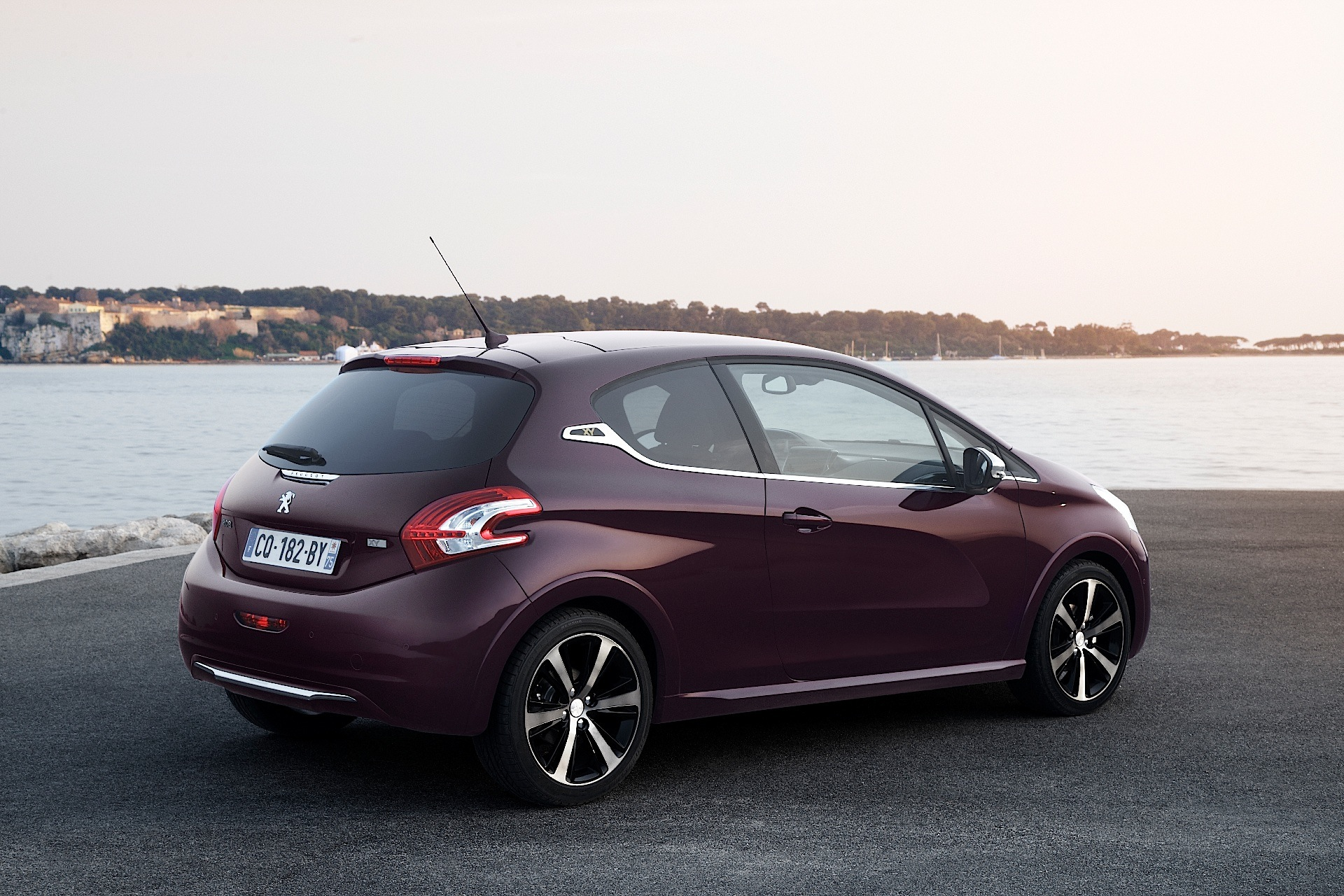 Cheap Luxury Cars >> PEUGEOT 208 XY specs - 2013, 2014, 2015, 2016, 2017, 2018 - autoevolution