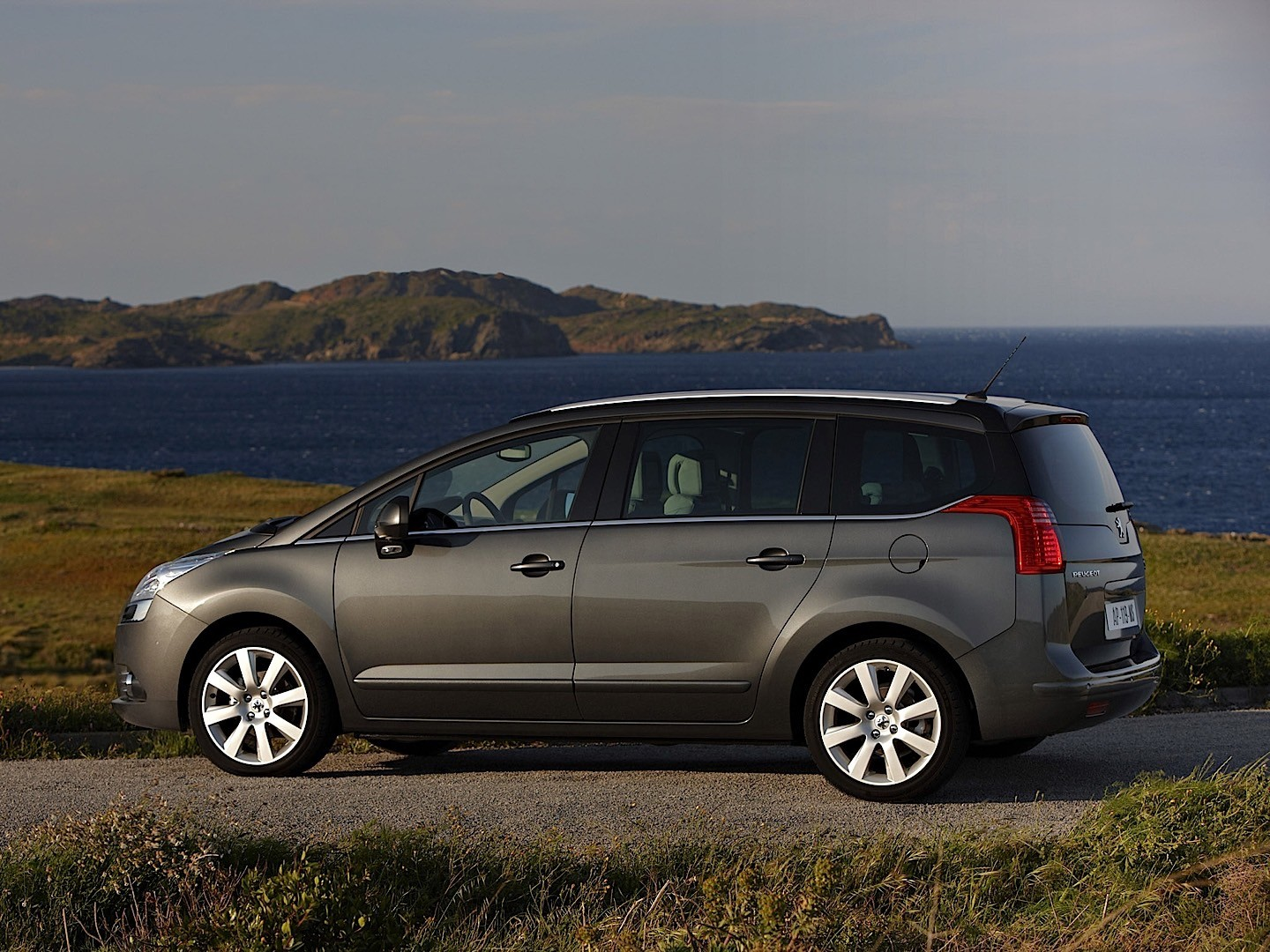 Cars With 3 Rows Of Seats >> PEUGEOT 5008 specs - 2009, 2010, 2011, 2012, 2013 ...