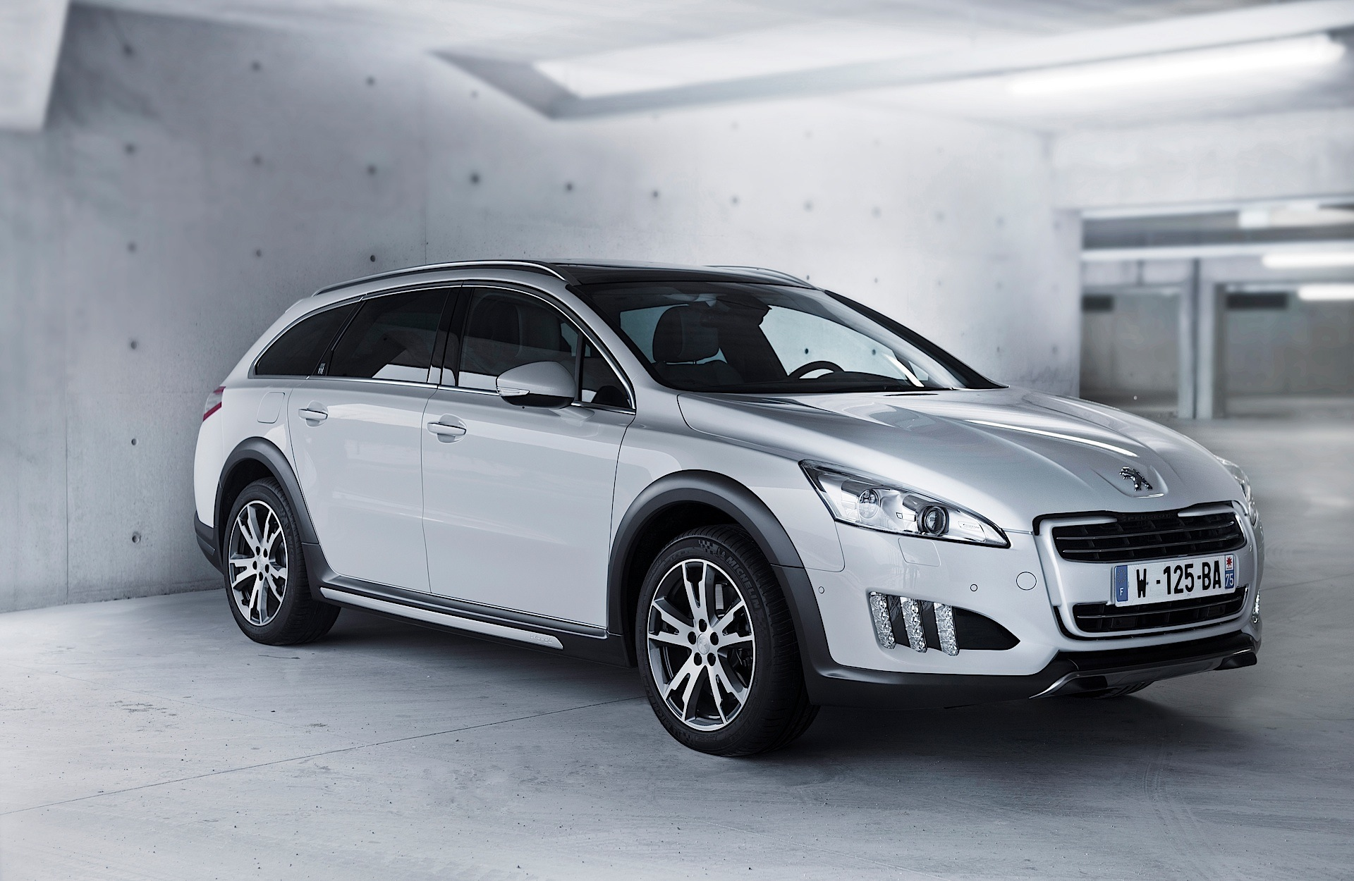 peugeot peugeot 508 rxh specs 2011 2012 2013 2014 autoevolution. Black Bedroom Furniture Sets. Home Design Ideas