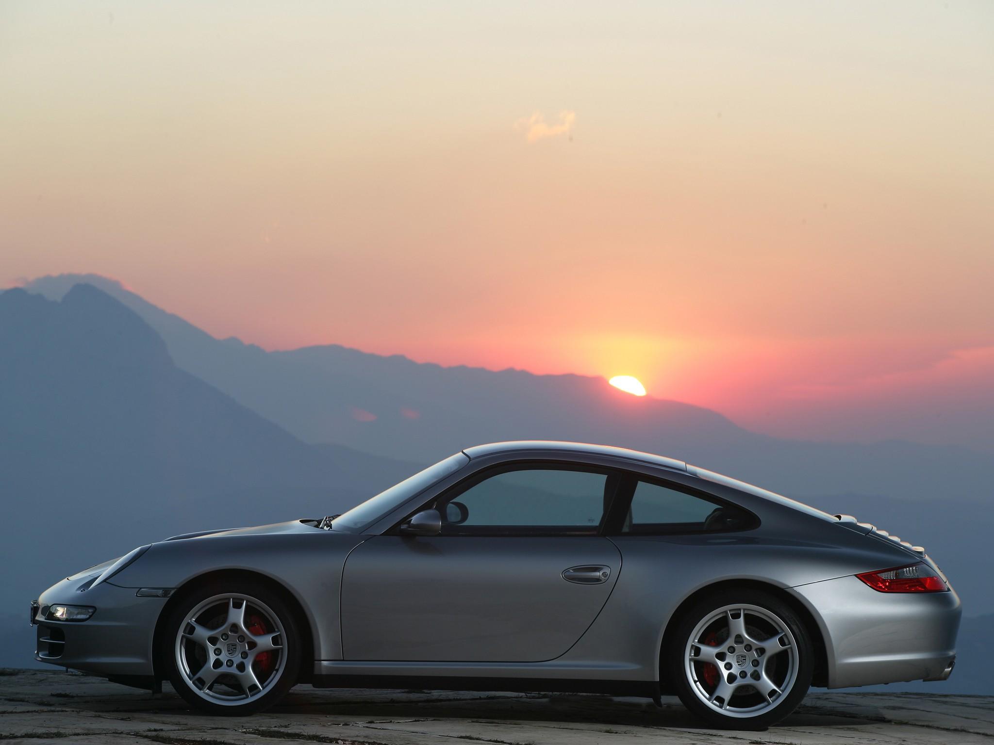 зееный автомобиль Porsche 911 Carrera 4S бесплатно